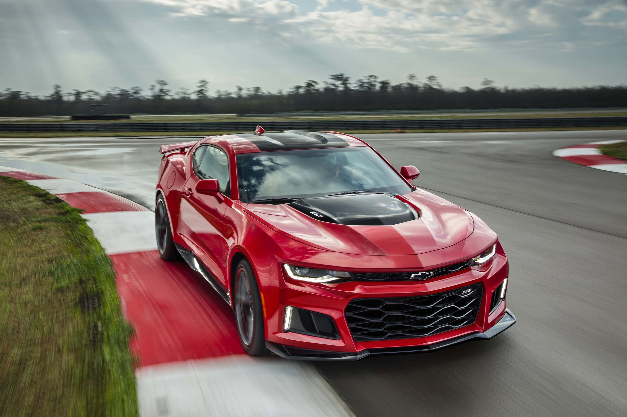 2017 Chevrolet Camaro Zl1 Has 640 Hp Corvette Z06