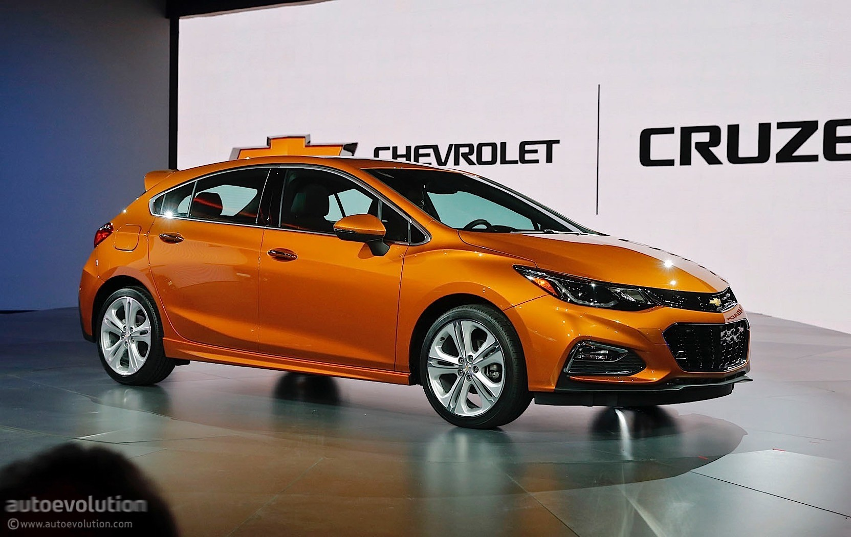 2017 chevrolet cruze hatchback priced from 22 190 autoevolution. Black Bedroom Furniture Sets. Home Design Ideas