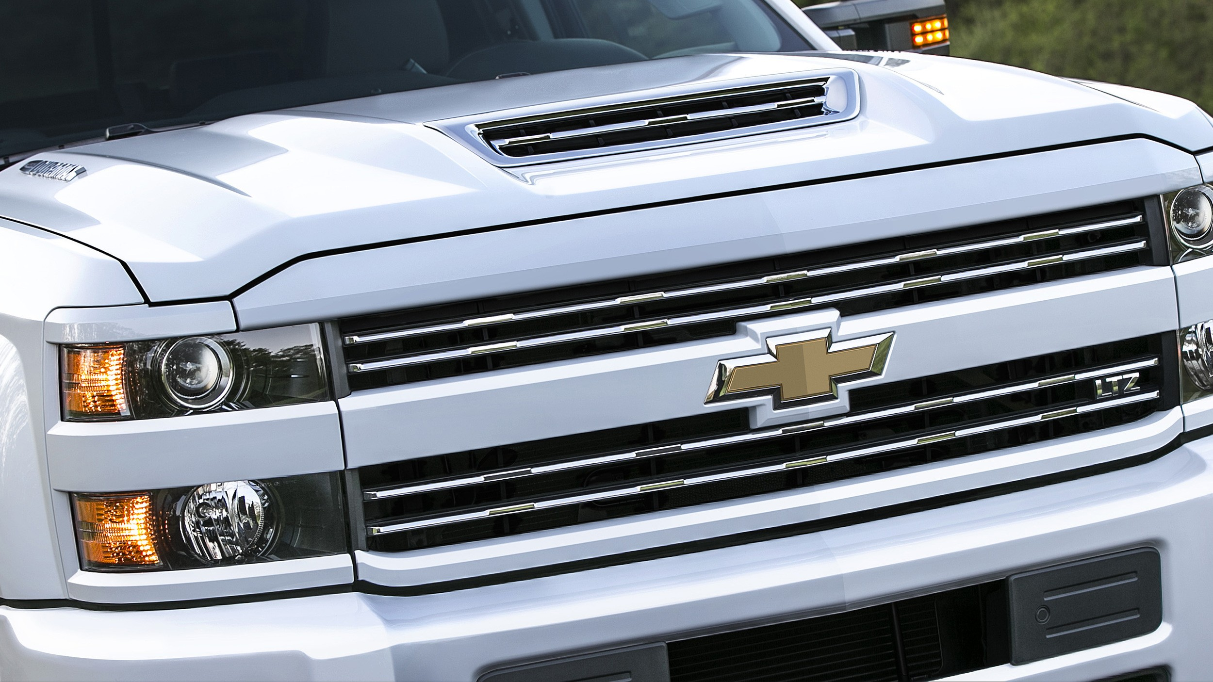 2017 Chevrolet Silverado 2500 Hd Boasts Functional Hood
