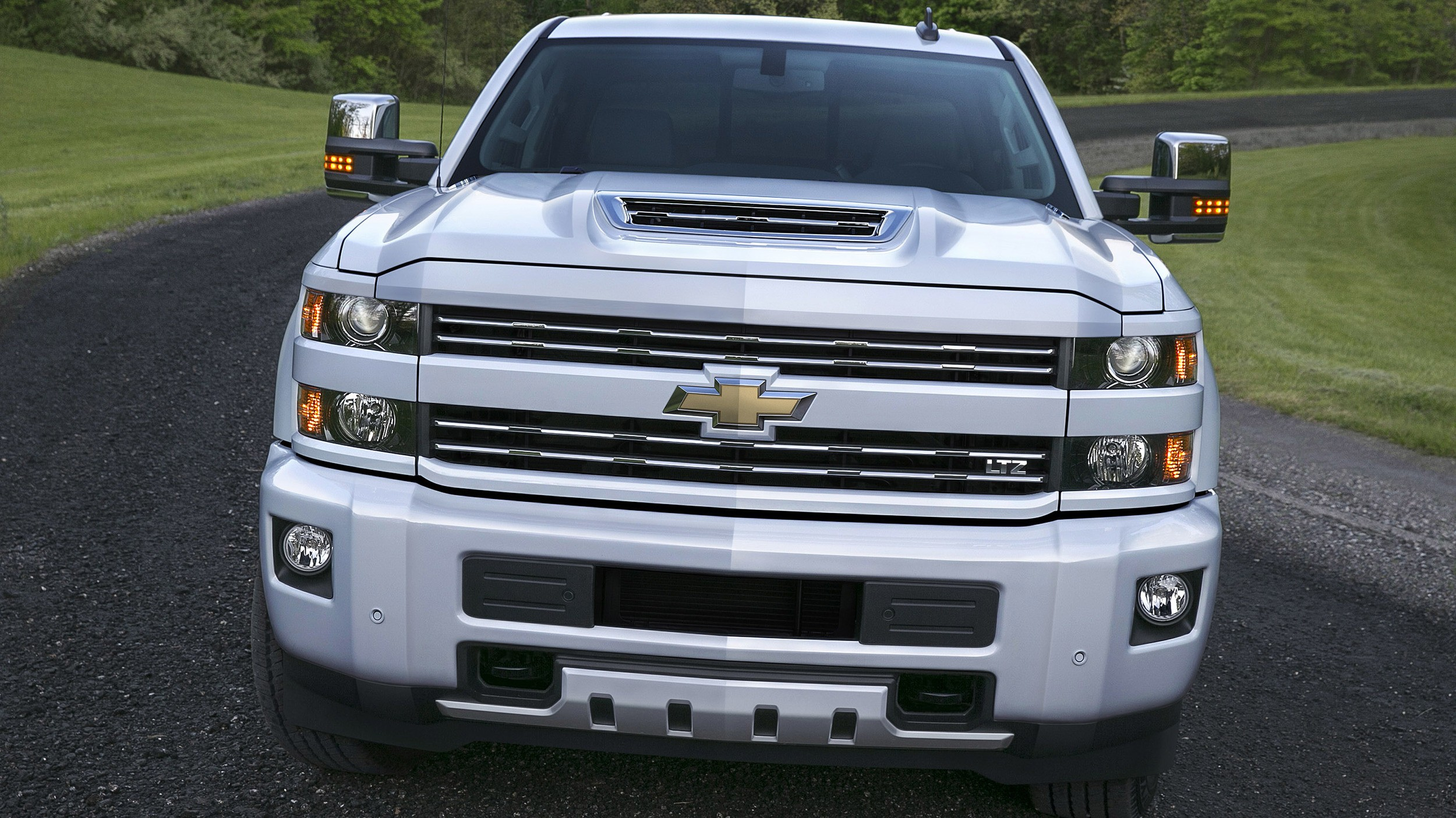 2017 chevrolet silverado 2500 hd boasts functional hood scoop autoevolution. Black Bedroom Furniture Sets. Home Design Ideas