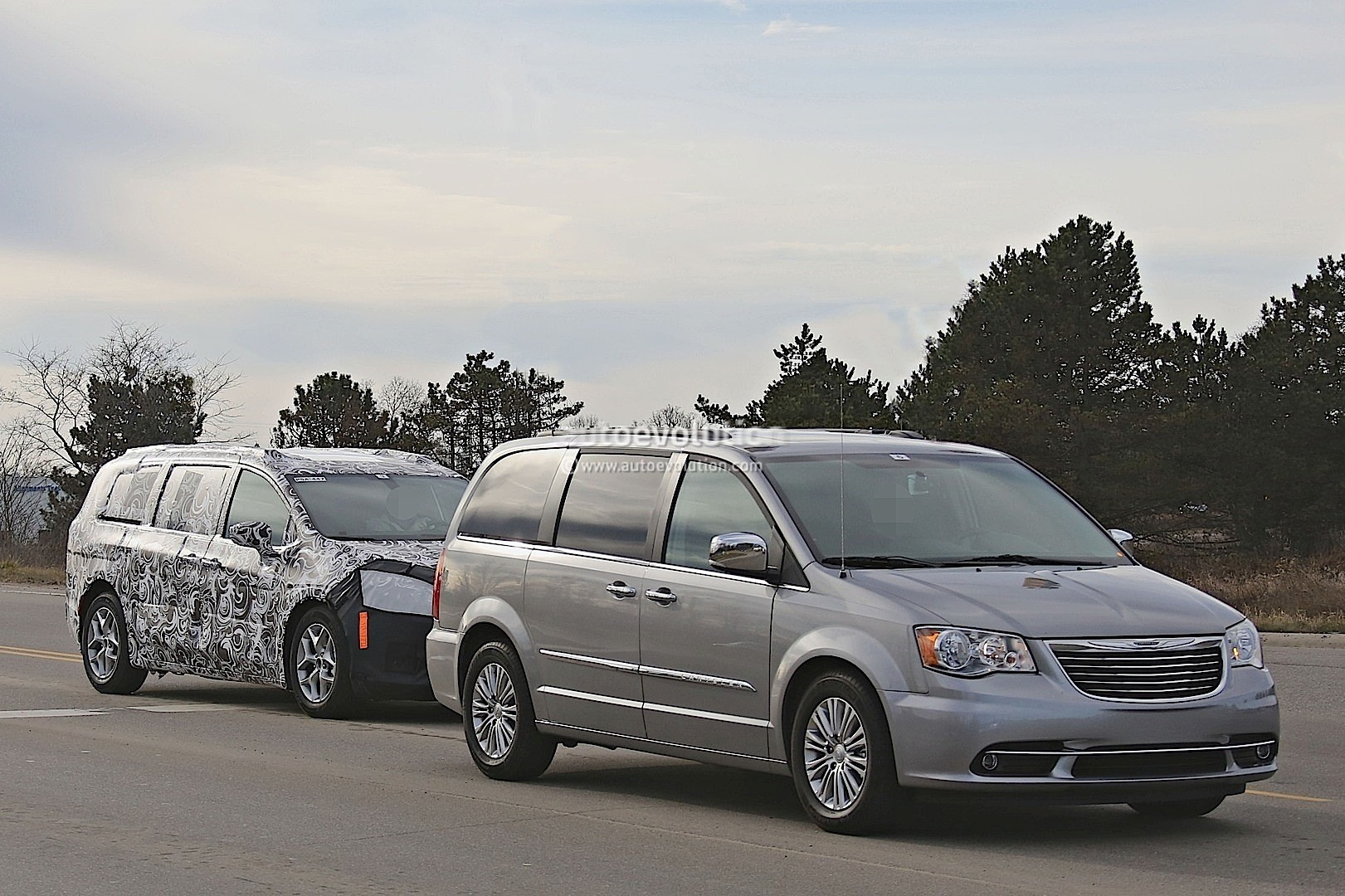 2017 Chrysler Town Amp Country Silhouette Revealed In Latest