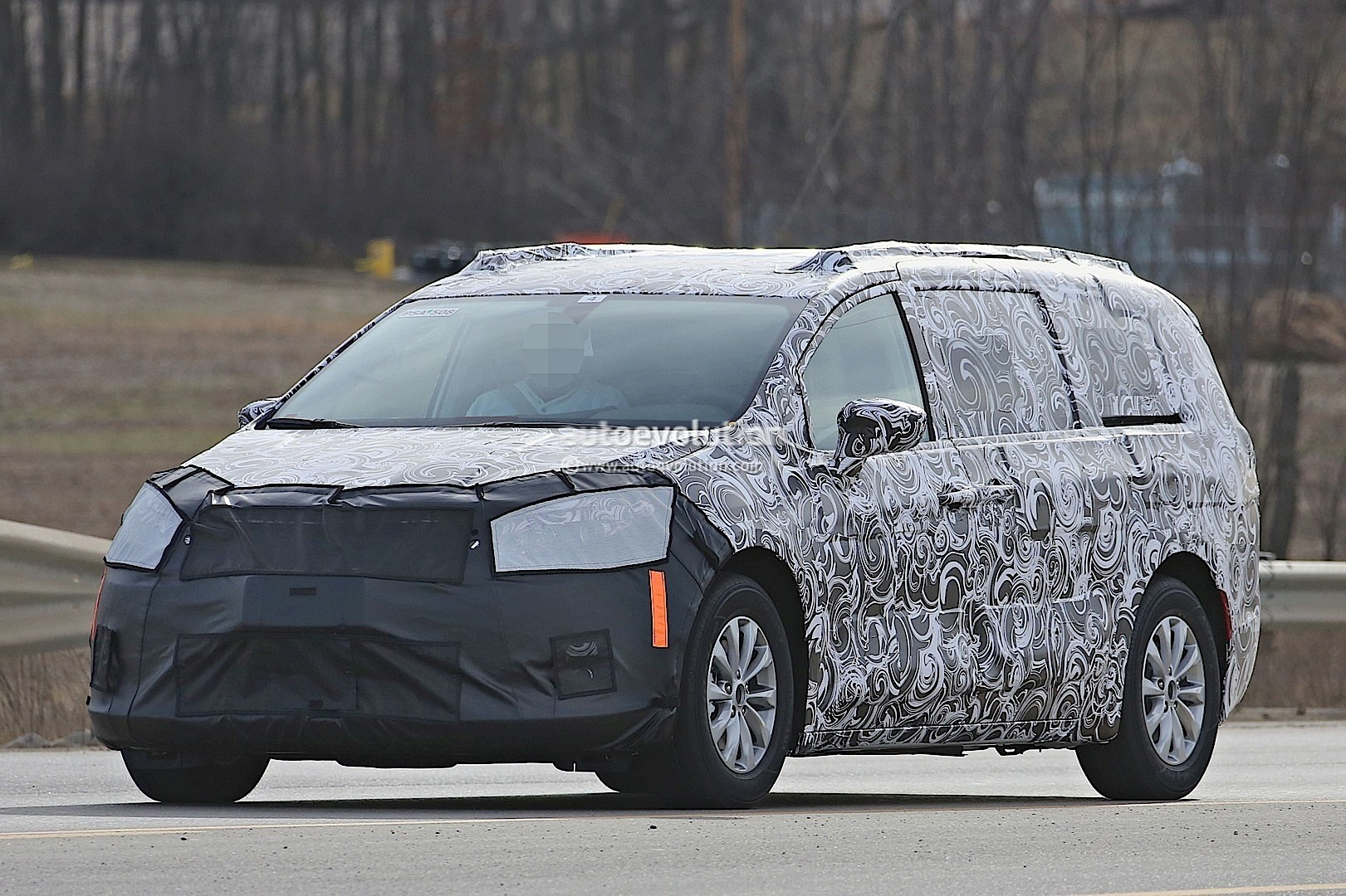 2017 Chrysler Town & Country Silhouette Revealed in Latest Spyshots - autoevolution