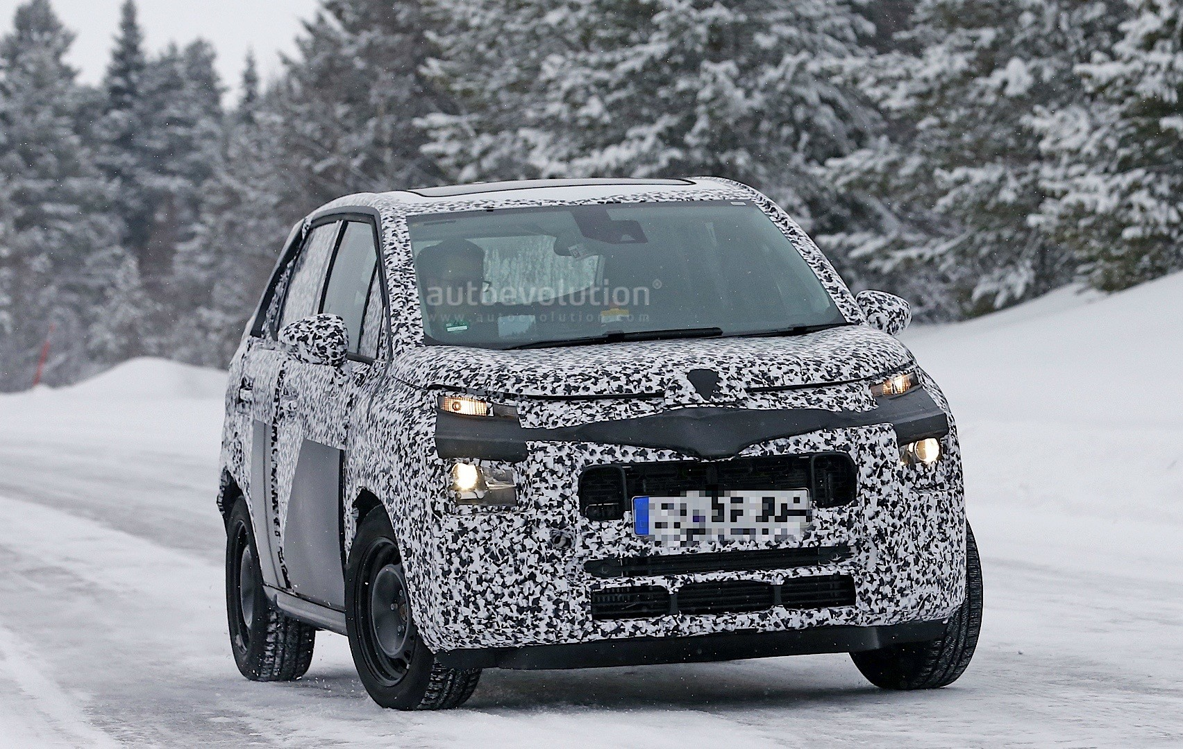 2017 citroen c3 picasso spied borrows styling cues from c4 picasso autoevolution. Black Bedroom Furniture Sets. Home Design Ideas