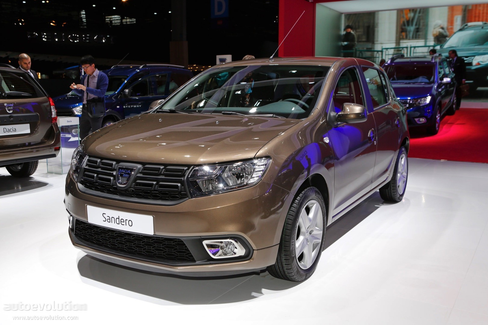 facelifted dacia model lineup shines bright under paris lights autoevolution. Black Bedroom Furniture Sets. Home Design Ideas