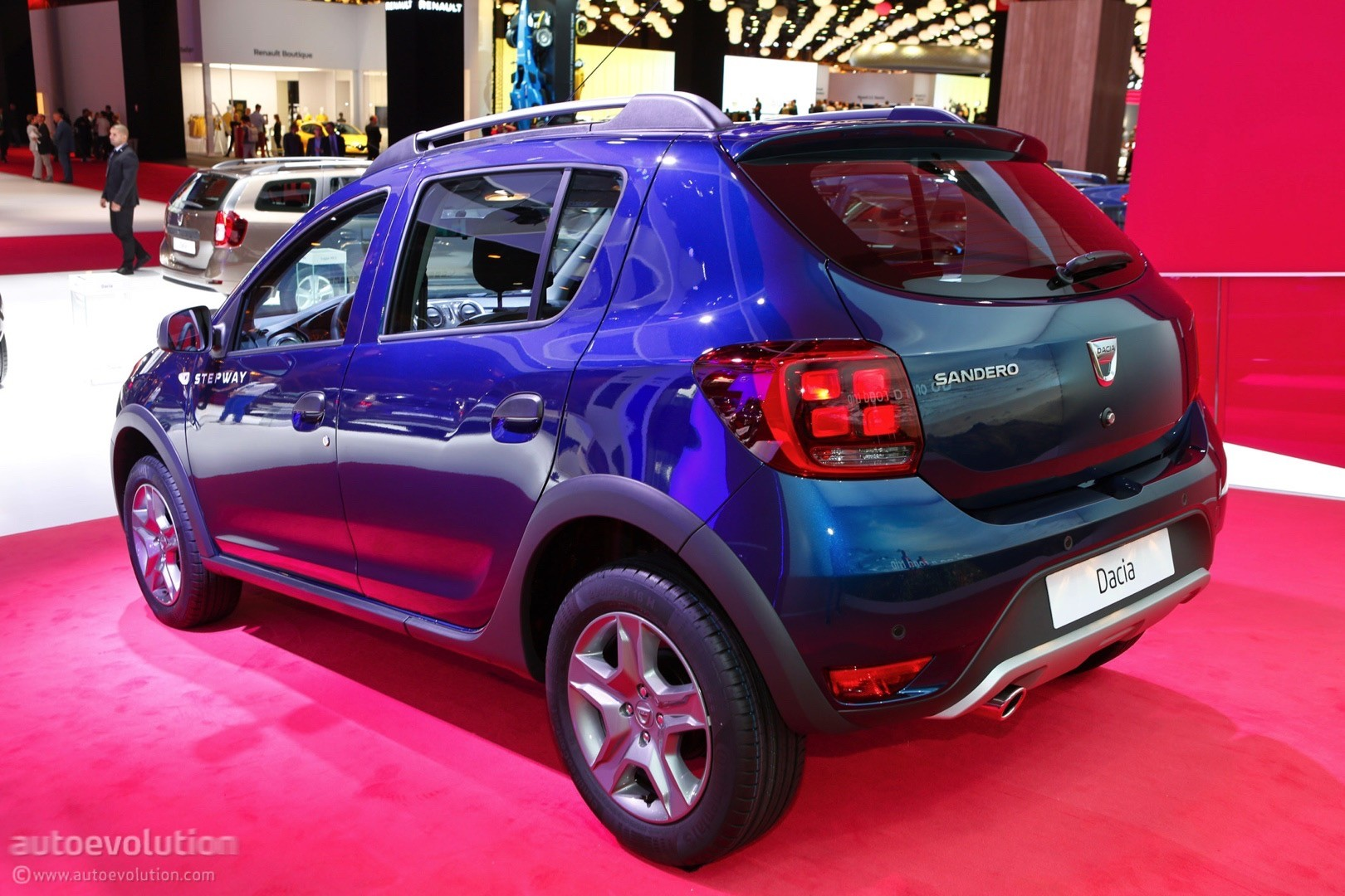 facelifted dacia model lineup shines bright under paris. Black Bedroom Furniture Sets. Home Design Ideas