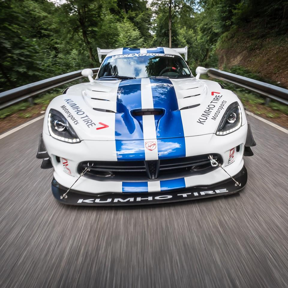 2017 dodge viper gts r does 7 03 4 nurburgring lap with. Black Bedroom Furniture Sets. Home Design Ideas