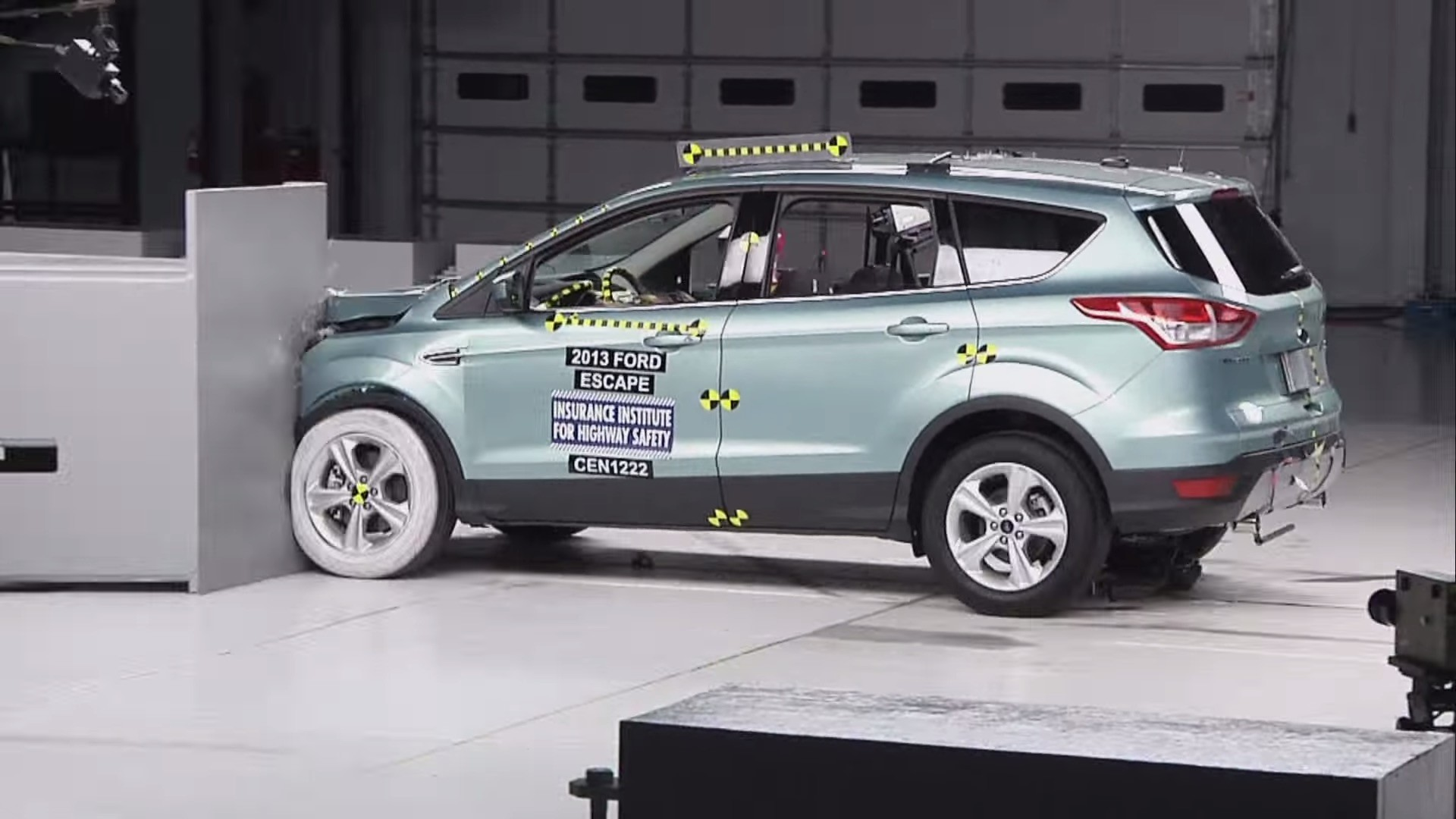 2017-ford-escape-iihs_6.jpg