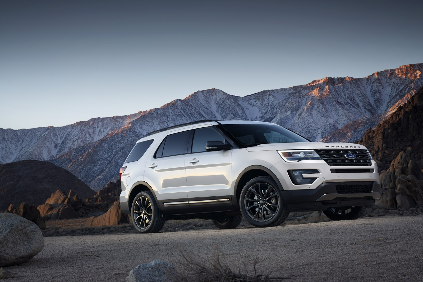 2017 ford explorer xlt sport appearance package revealed ahead of chicago debut autoevolution. Black Bedroom Furniture Sets. Home Design Ideas