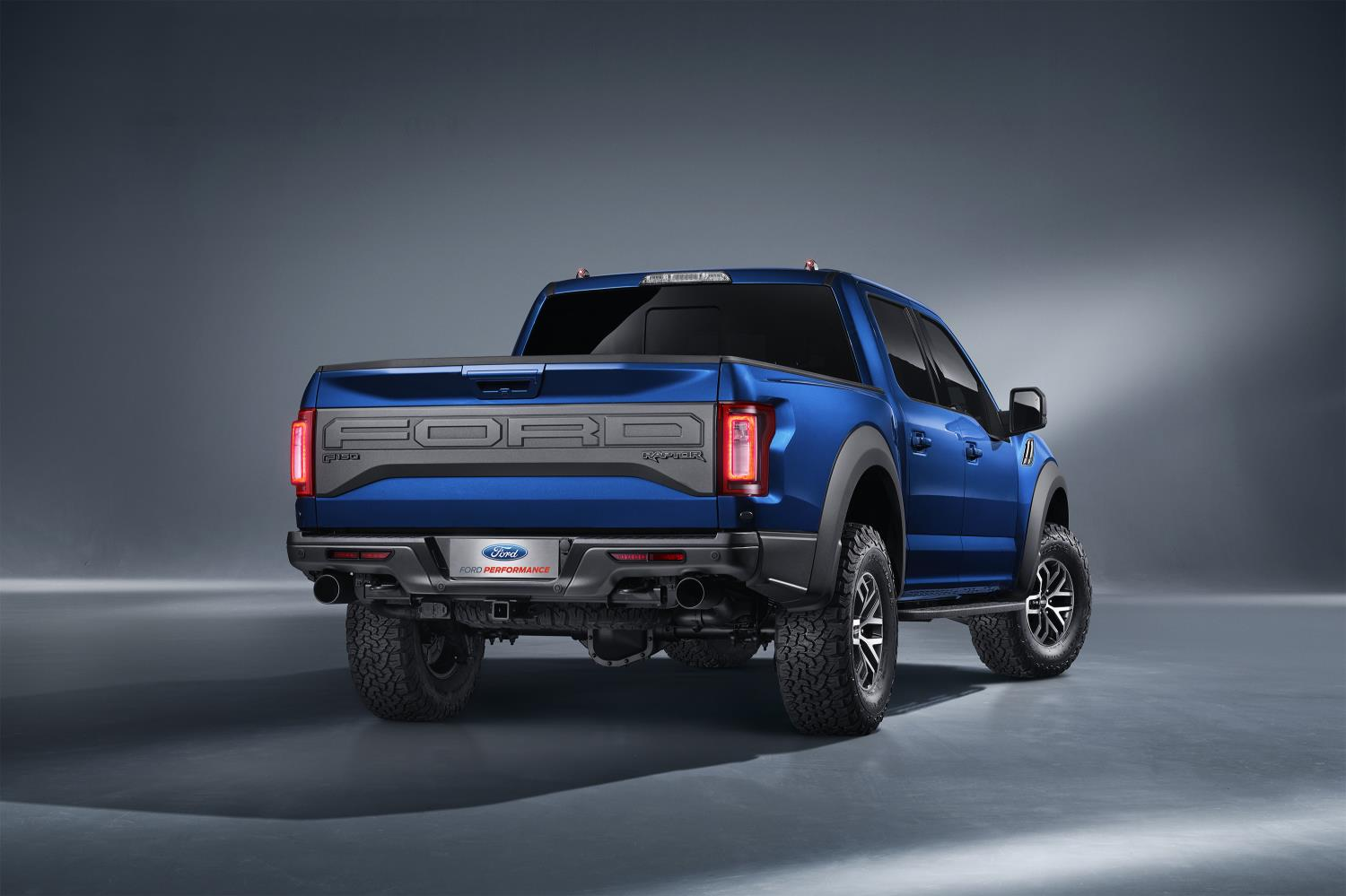 2017 ford f 150 raptor supercrew introduced in china. Black Bedroom Furniture Sets. Home Design Ideas