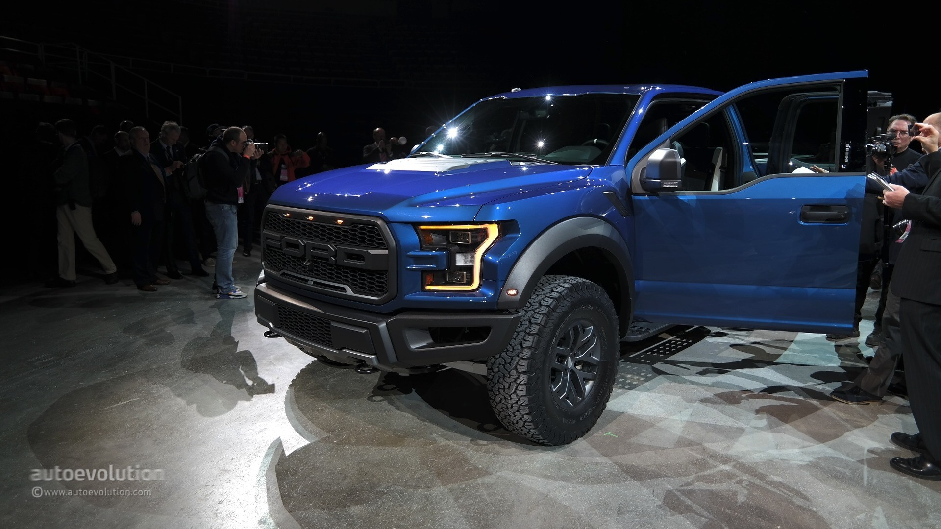 2017 ford f 150 raptor to race in the baja stock full. Black Bedroom Furniture Sets. Home Design Ideas