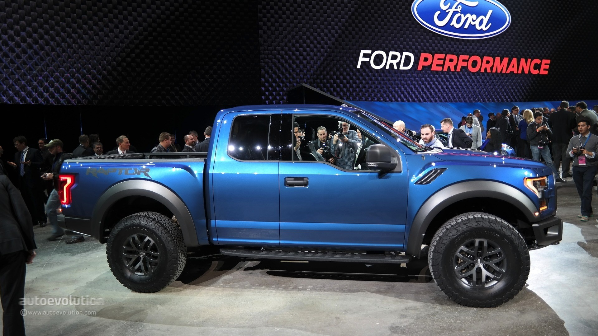 2017 Ford F-150 Raptor Debuts at Detroit, Feels More ...