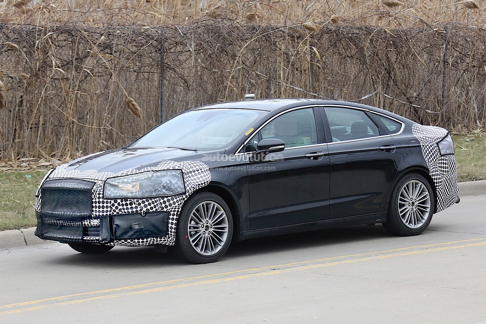 2017 ford fusion mondeo facelift spied autoevolution. Black Bedroom Furniture Sets. Home Design Ideas