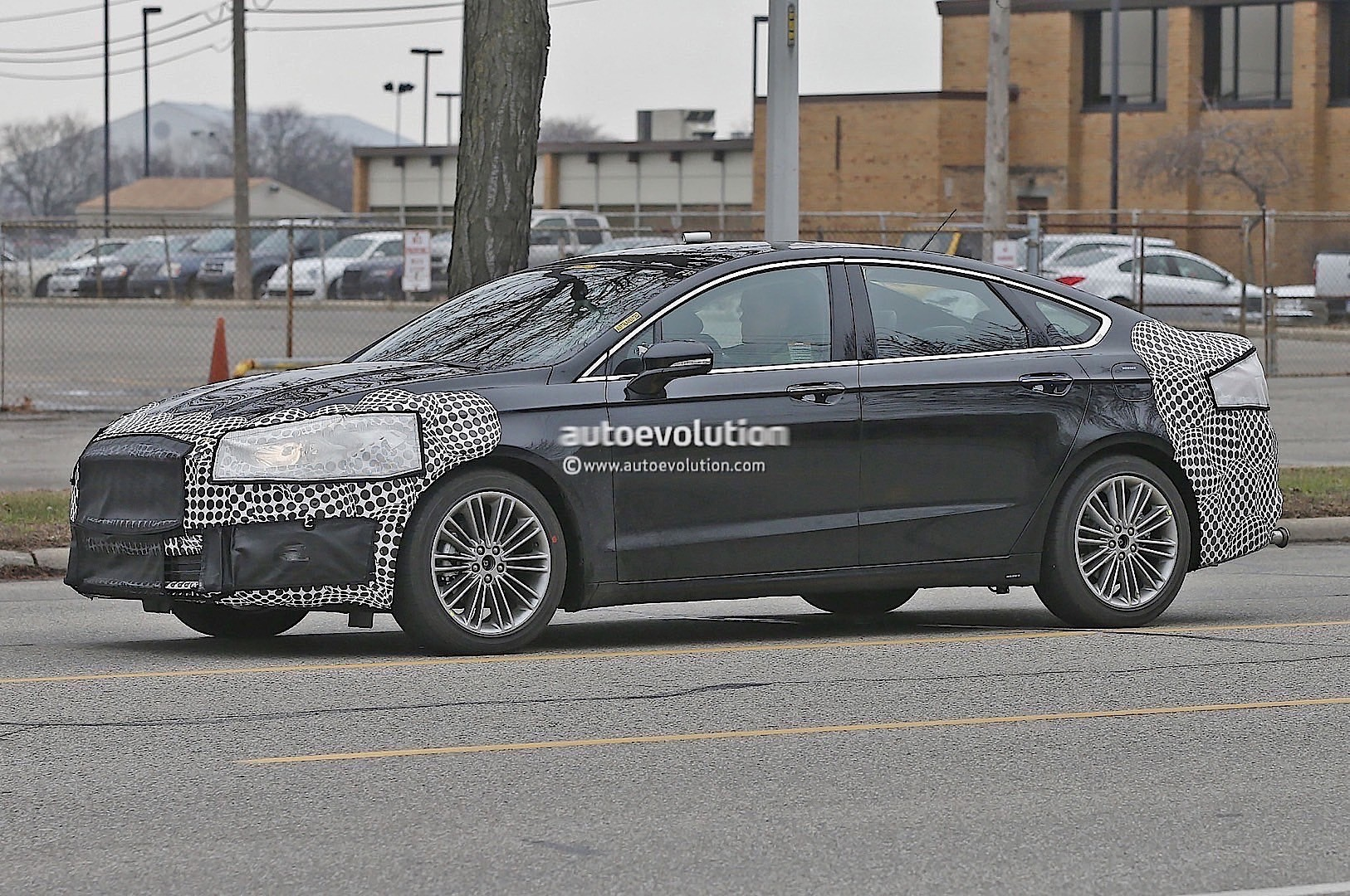 2017 ford fusion mondeo facelift spied during city testing new taillight graphics autoevolution. Black Bedroom Furniture Sets. Home Design Ideas
