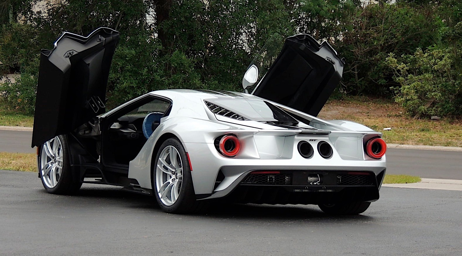 Hear The Ford Gt S 600 Hp Twin Turbo V6 Engine Roar Into