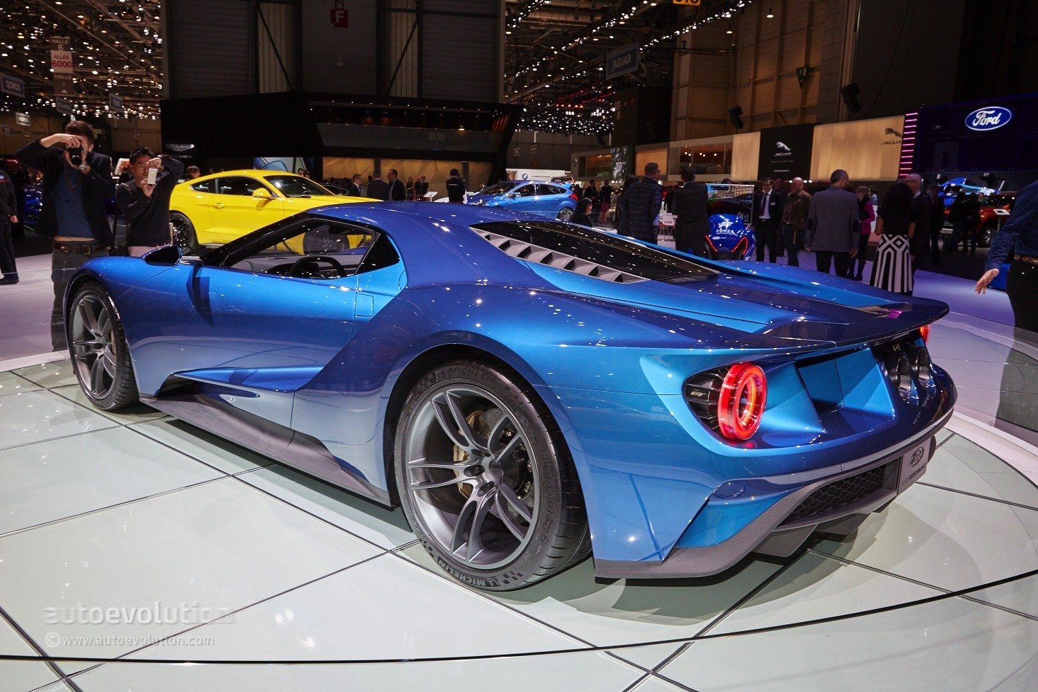 2017 ford gt makes jaws drop at the geneva motor show - Auto motor show ...