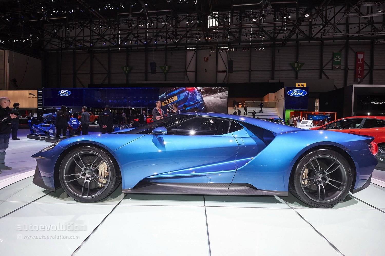 2017 ford gt makes jaws drop at the geneva motor show for Ford gt 2017 motor