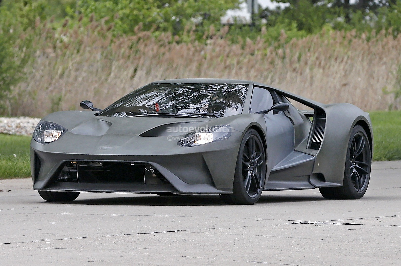 2017-ford-gt-test-mule-spied-looks-apocalyptic-sans-paint-photo-gallery_2.jpg