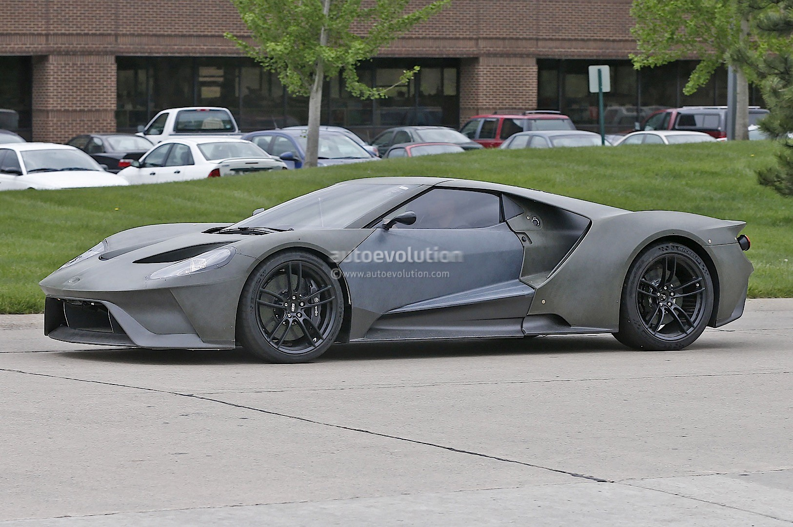 2017 Ford Gt Test Mule Spied Looks Apocalyptic Sans Paint