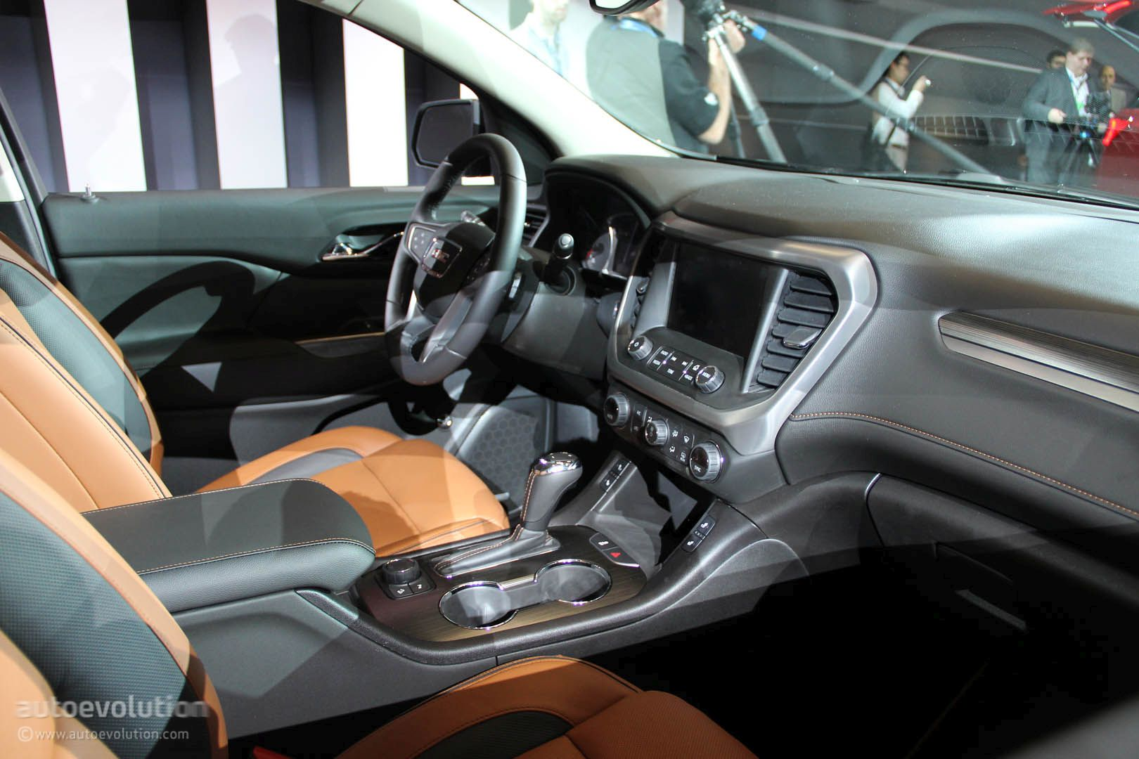 2017 gmc acadia uses detroit for downsizing denali and all terrain offered autoevolution for Gmc acadia denali 2017 interior