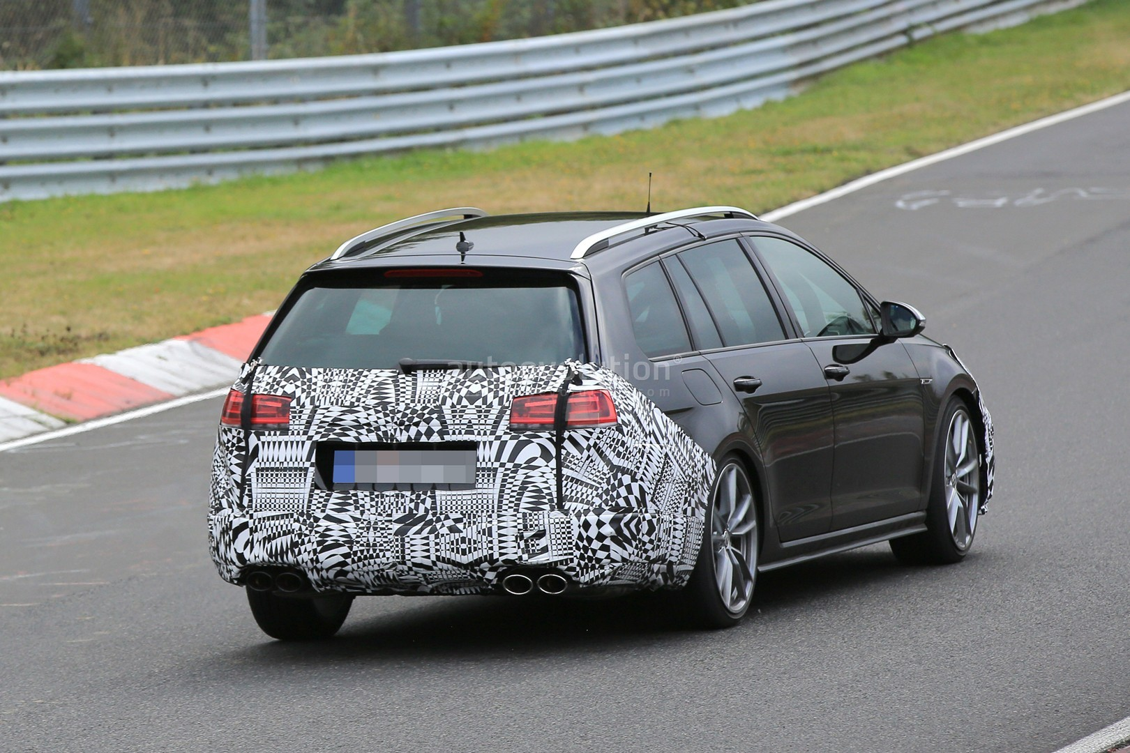2017 golf r variant facelift makes nurburgring debut in camouflage autoevolution. Black Bedroom Furniture Sets. Home Design Ideas