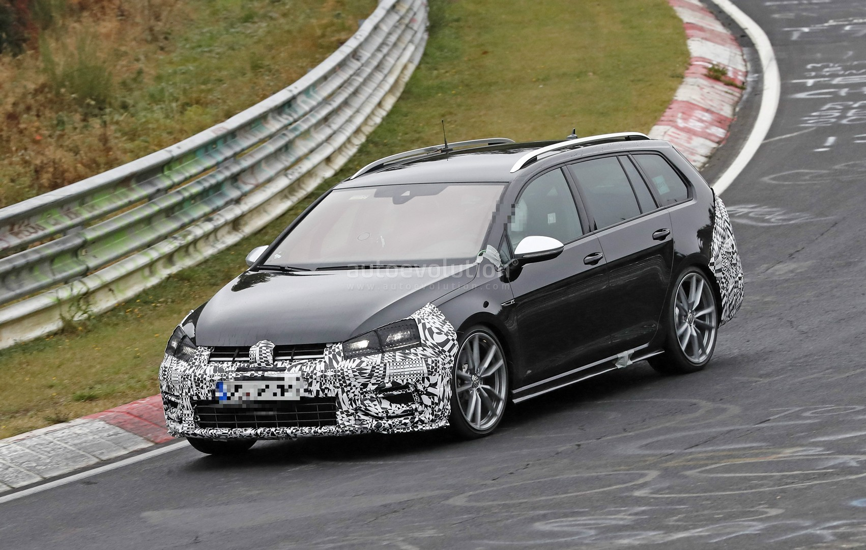 2017 golf r variant facelift makes nurburgring debut in. Black Bedroom Furniture Sets. Home Design Ideas