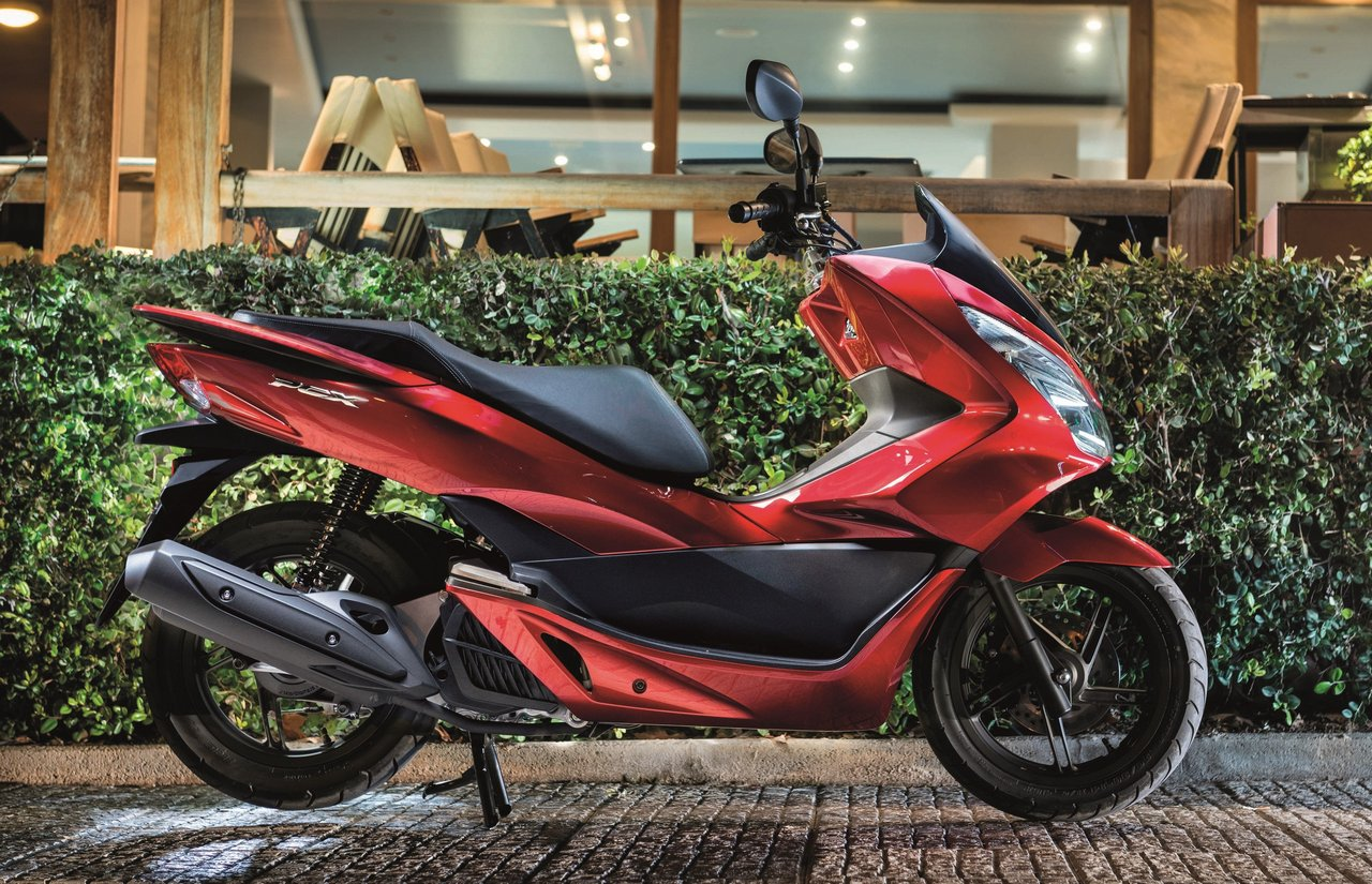 2017 honda pcx125 receives led lights and is euro 4 compliant autoevolution