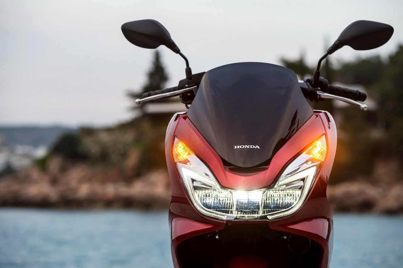2017 Honda Pcx125 Receives Led Lights And Is Euro 4