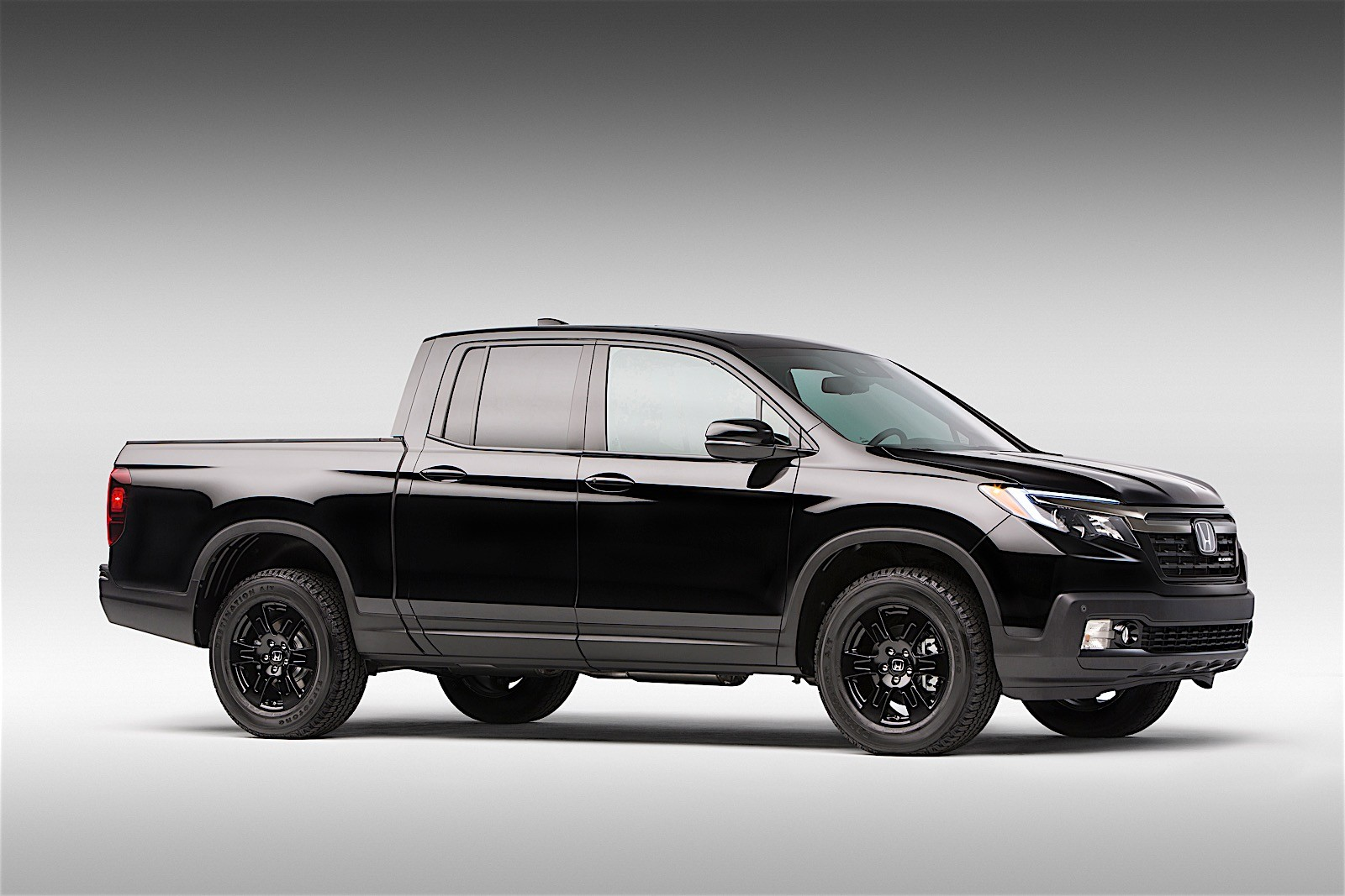 2017 Honda Ridgeline Debuts with Industry-First In-Bed Audio System ...