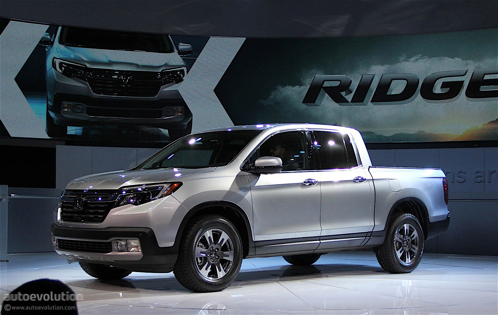 2017 Honda Ridgeline Debuts with Industry-First In-Bed ...
