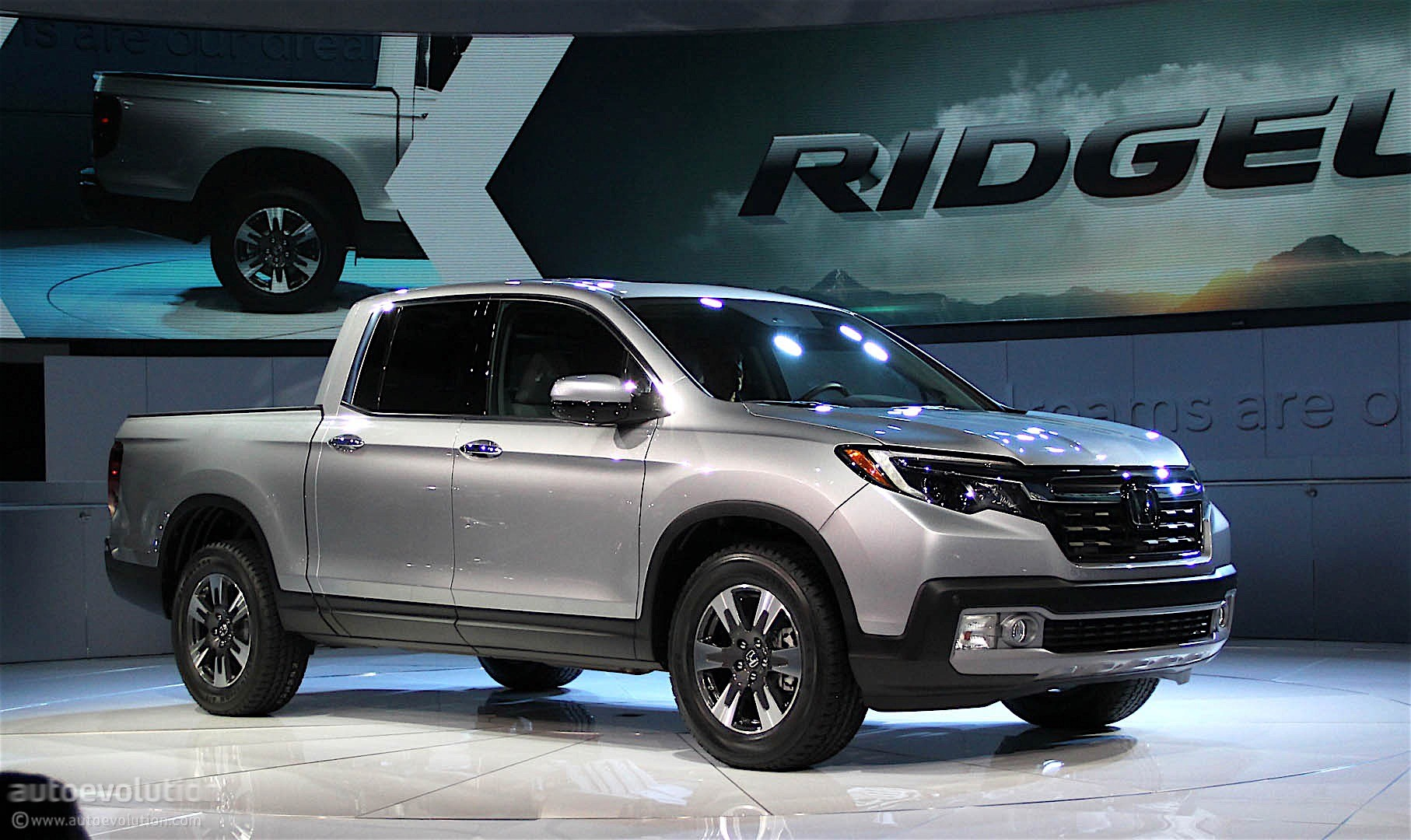 The Bed Will Offer Approaching 1600 Pounds Of Capacity Honda  2017 Honda Ridgeline Debuts with Industry-First In-Bed Audio System ...