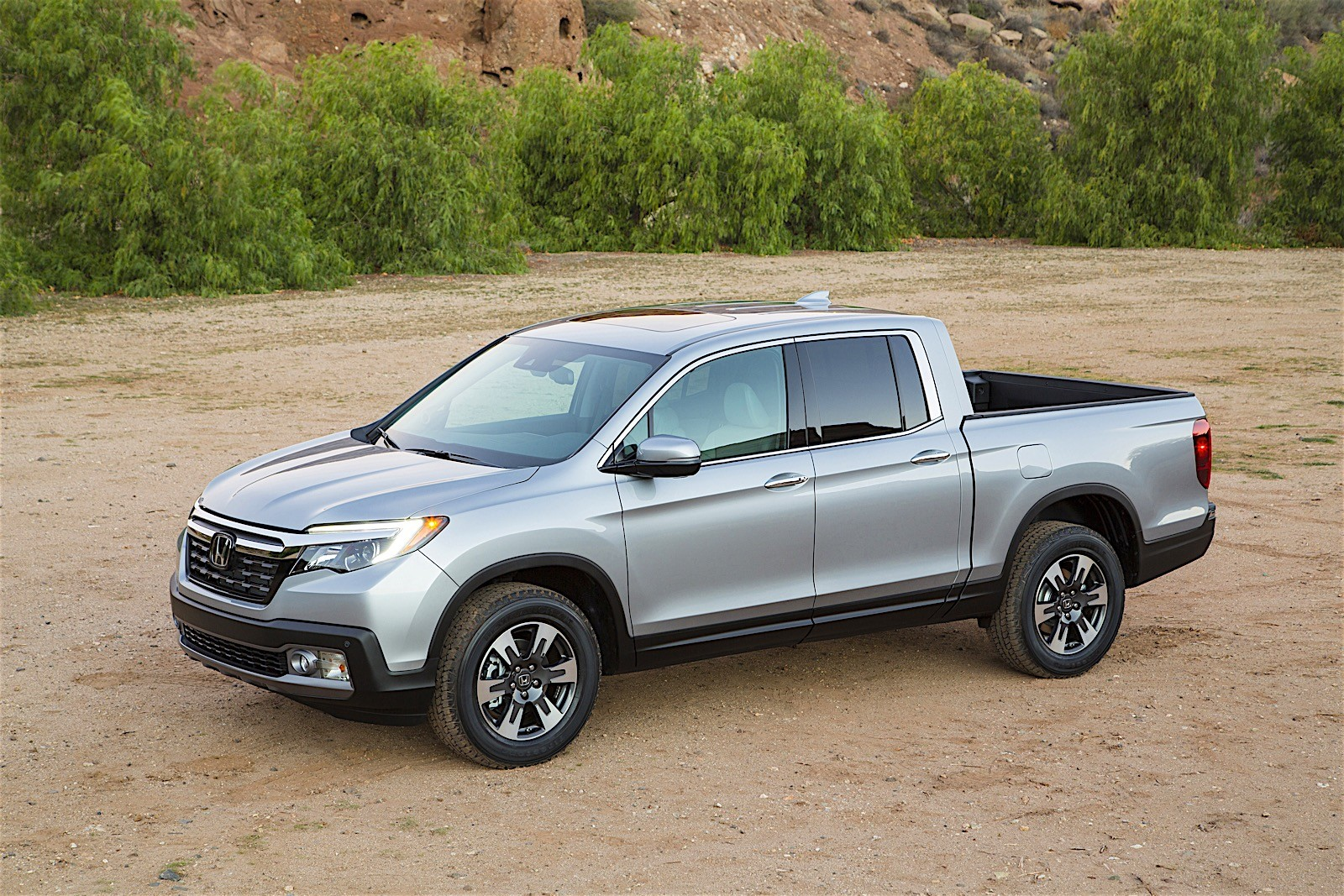 2017 honda ridgeline debuts with industry first in bed audio system autoevolution. Black Bedroom Furniture Sets. Home Design Ideas