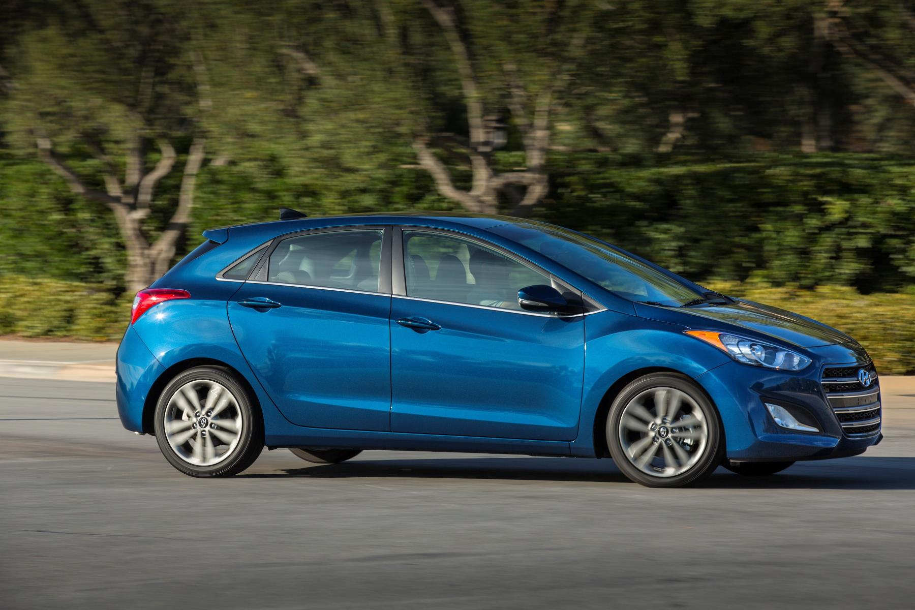 2017 Hyundai Sonata Plug In Hybrid >> 2017 Hyundai Elantra GT Adds Apple CarPlay and Android ...