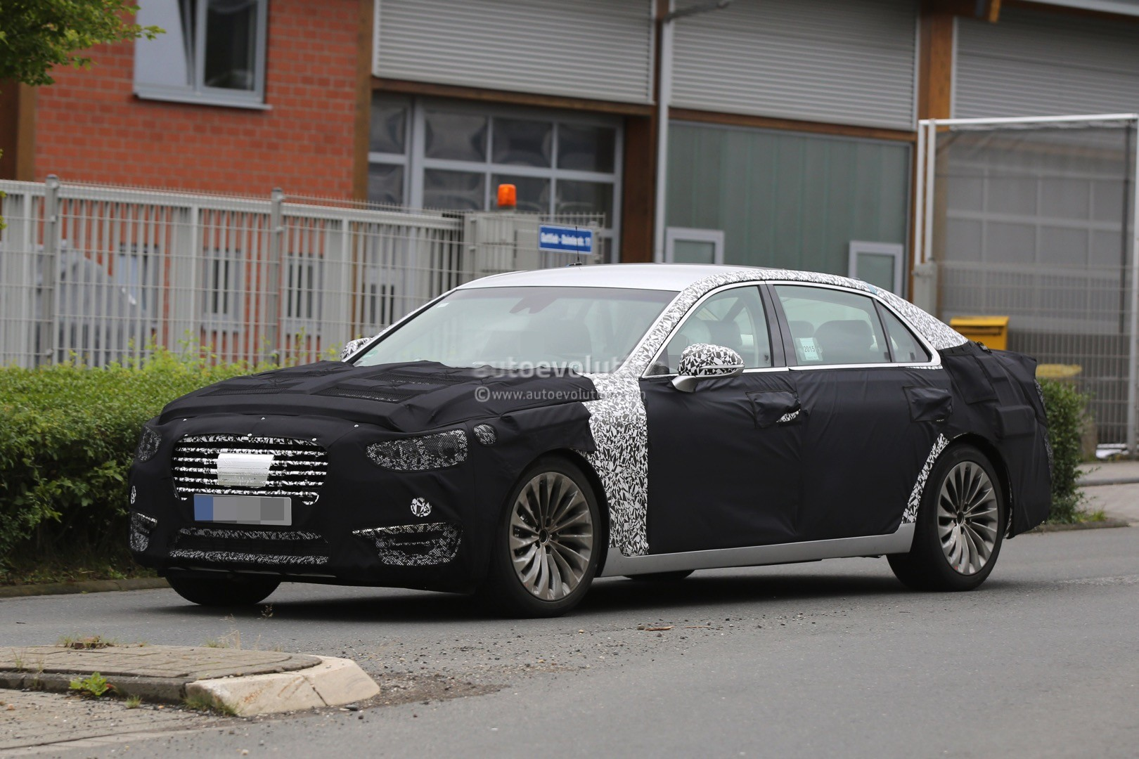 2017 hyundai equus spied out testing in germany autoevolution. Black Bedroom Furniture Sets. Home Design Ideas