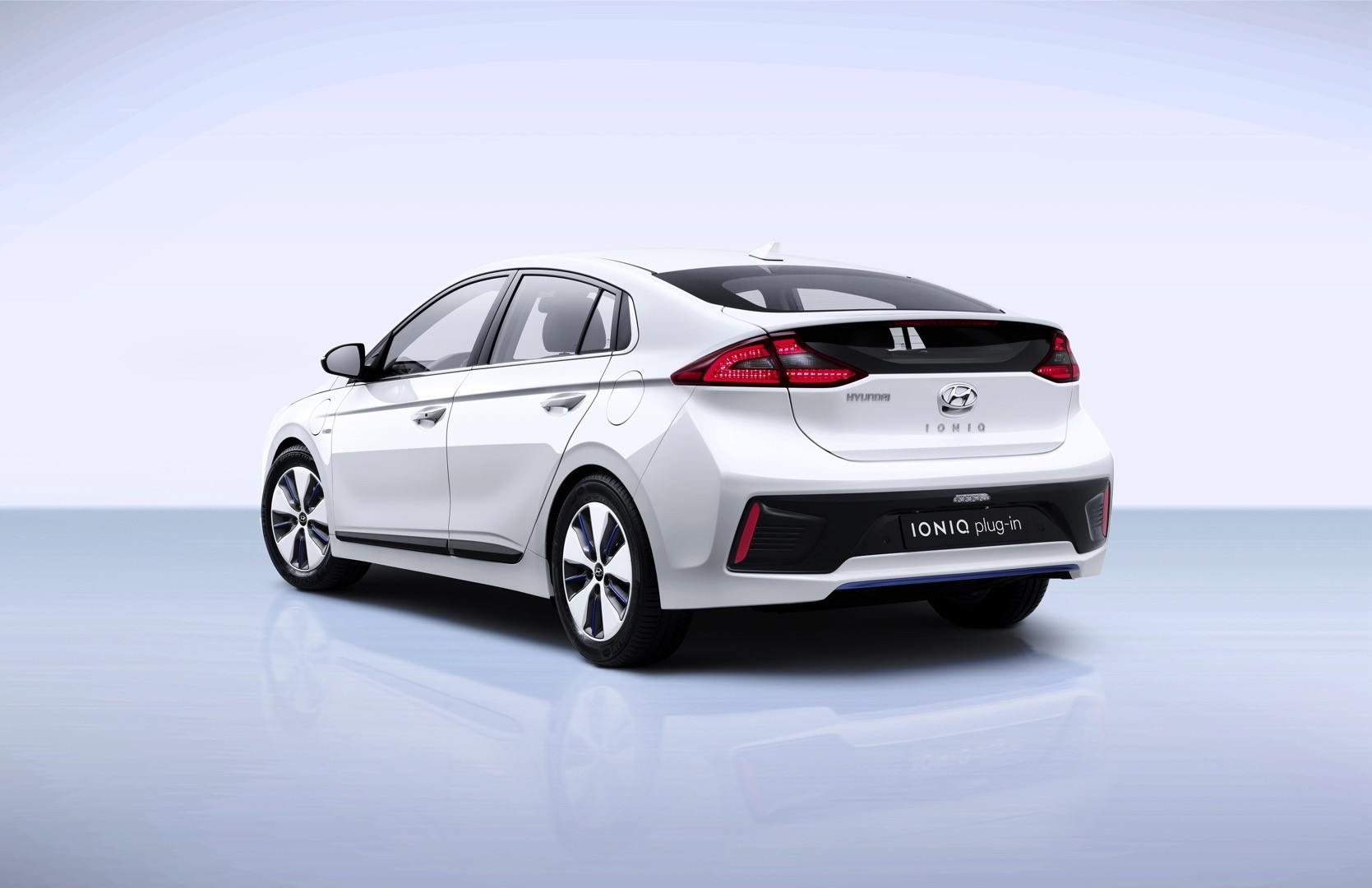 2017 hyundai ioniq electric priced in the uk from 24 495 phev due in q2 2017 autoevolution. Black Bedroom Furniture Sets. Home Design Ideas