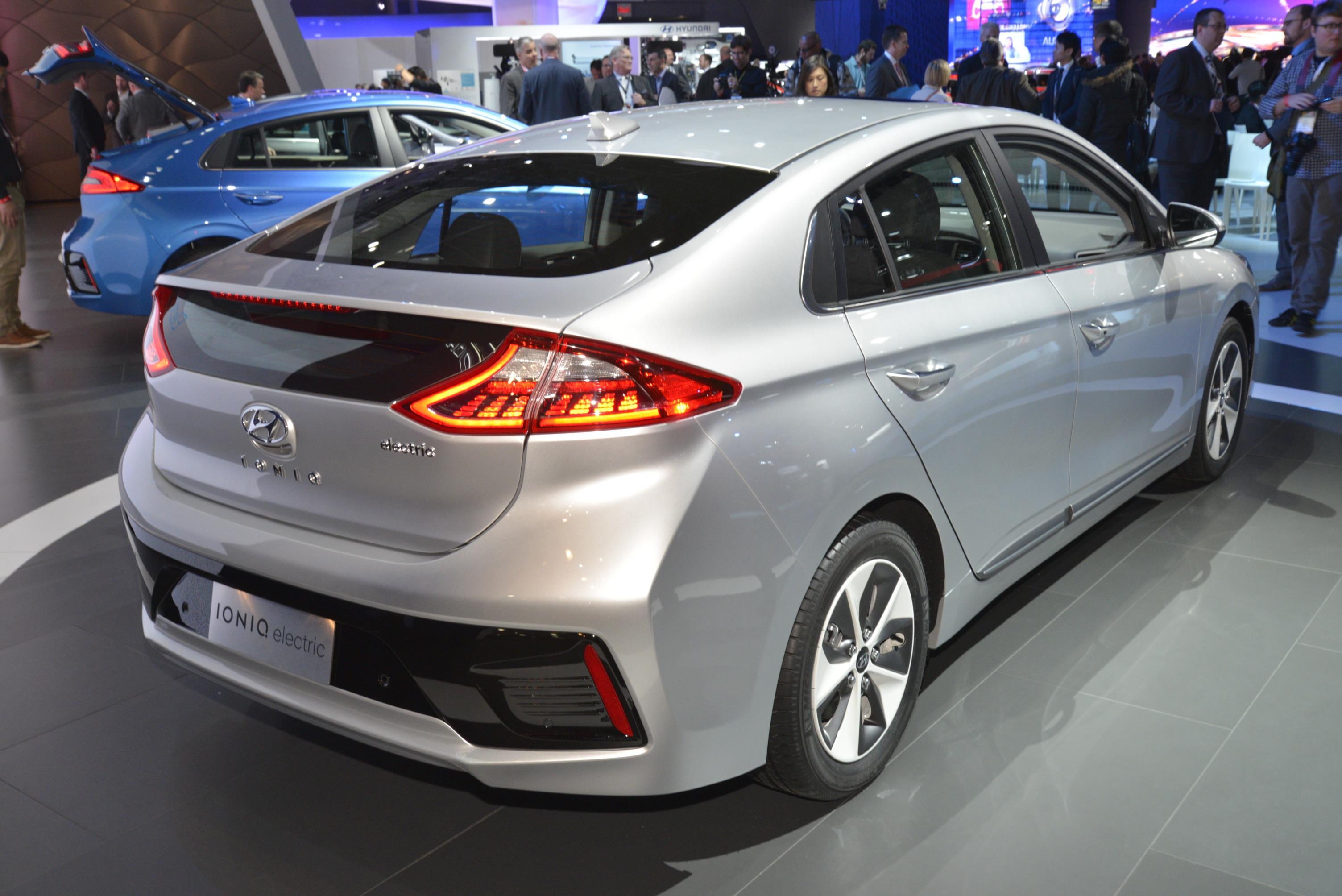 2017 Hyundai Ioniq Shines in New York, Trumps the 2017 Toyota Prius ...