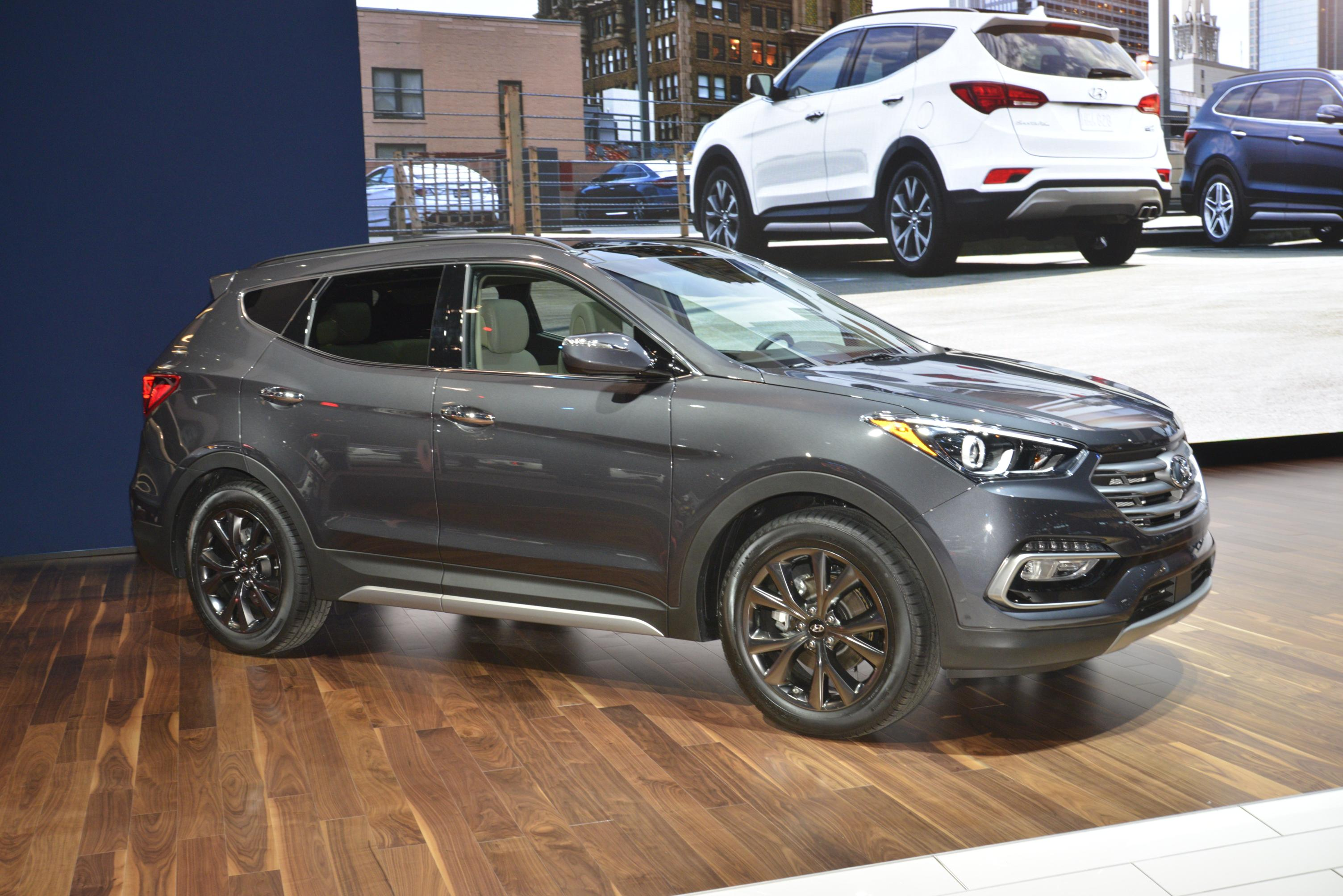 2017 Hyundai Santa Fe Thinks It's Got a Sexy Facelift in Chicago ...