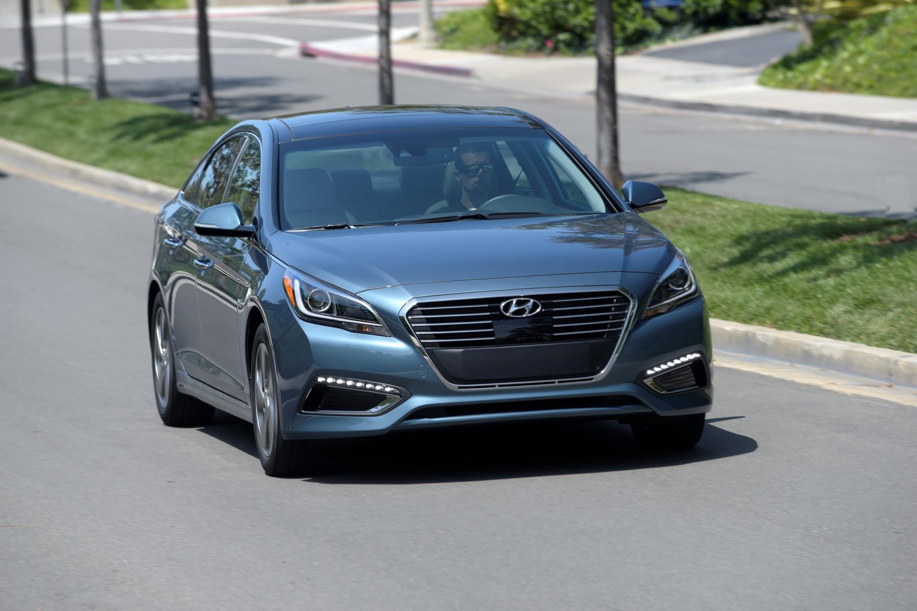 2017 Hyundai Sonata Plug-in Hybrid Offers 27-Mile EV Range ...