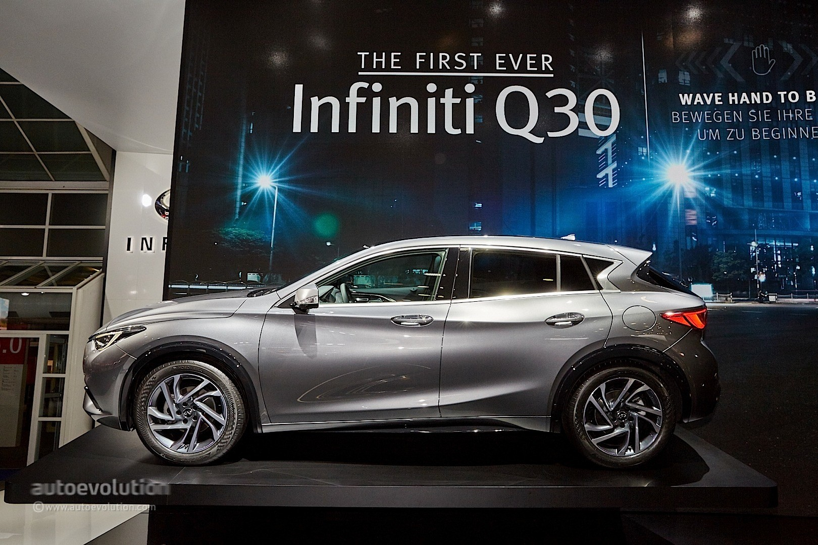 2017 Infiniti Q30 Feels Organic, Rides High in Frankfurt - autoevolution