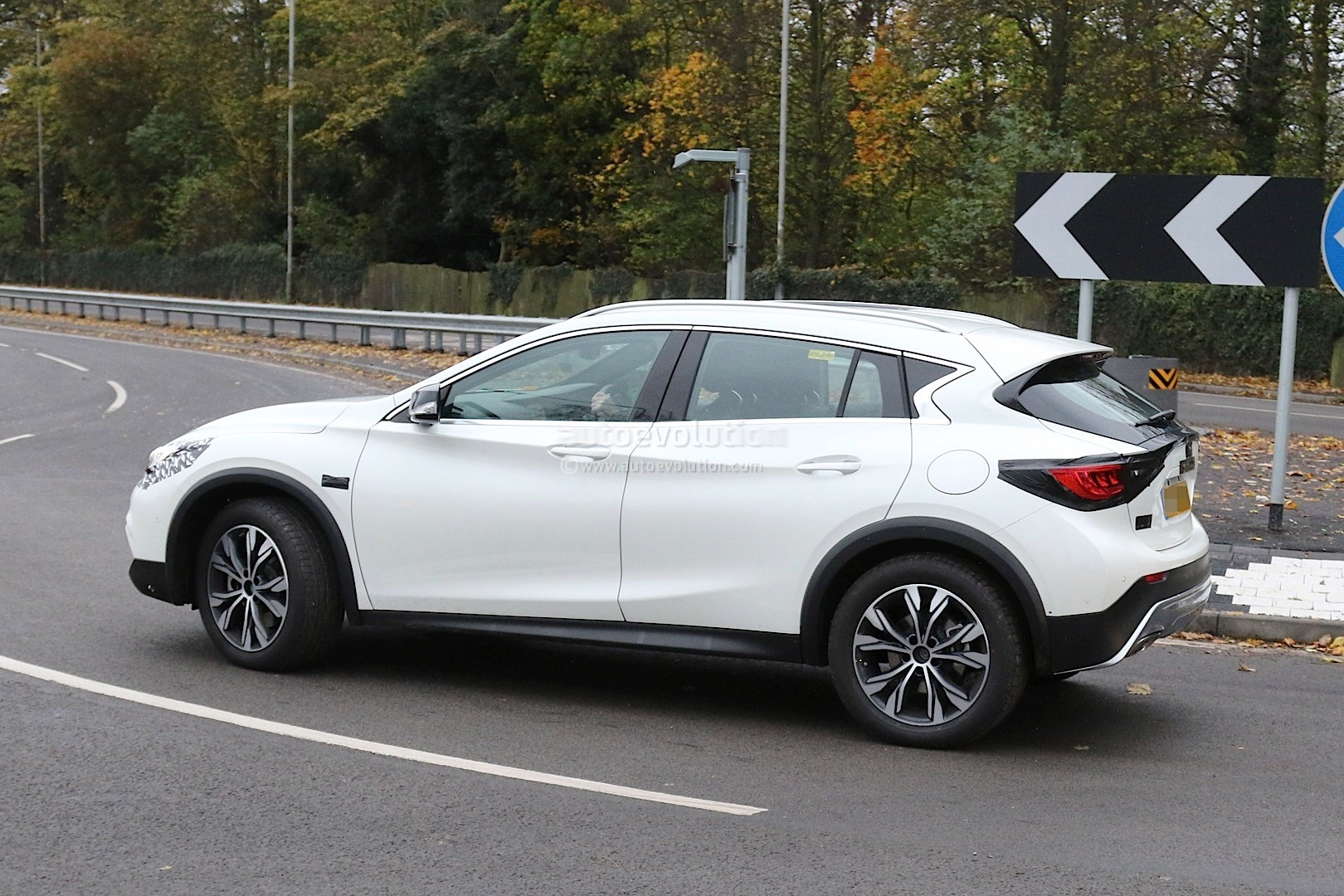 2017 infiniti qx30 crossover spied with virtually no camouflage ahead of l a launch autoevolution. Black Bedroom Furniture Sets. Home Design Ideas