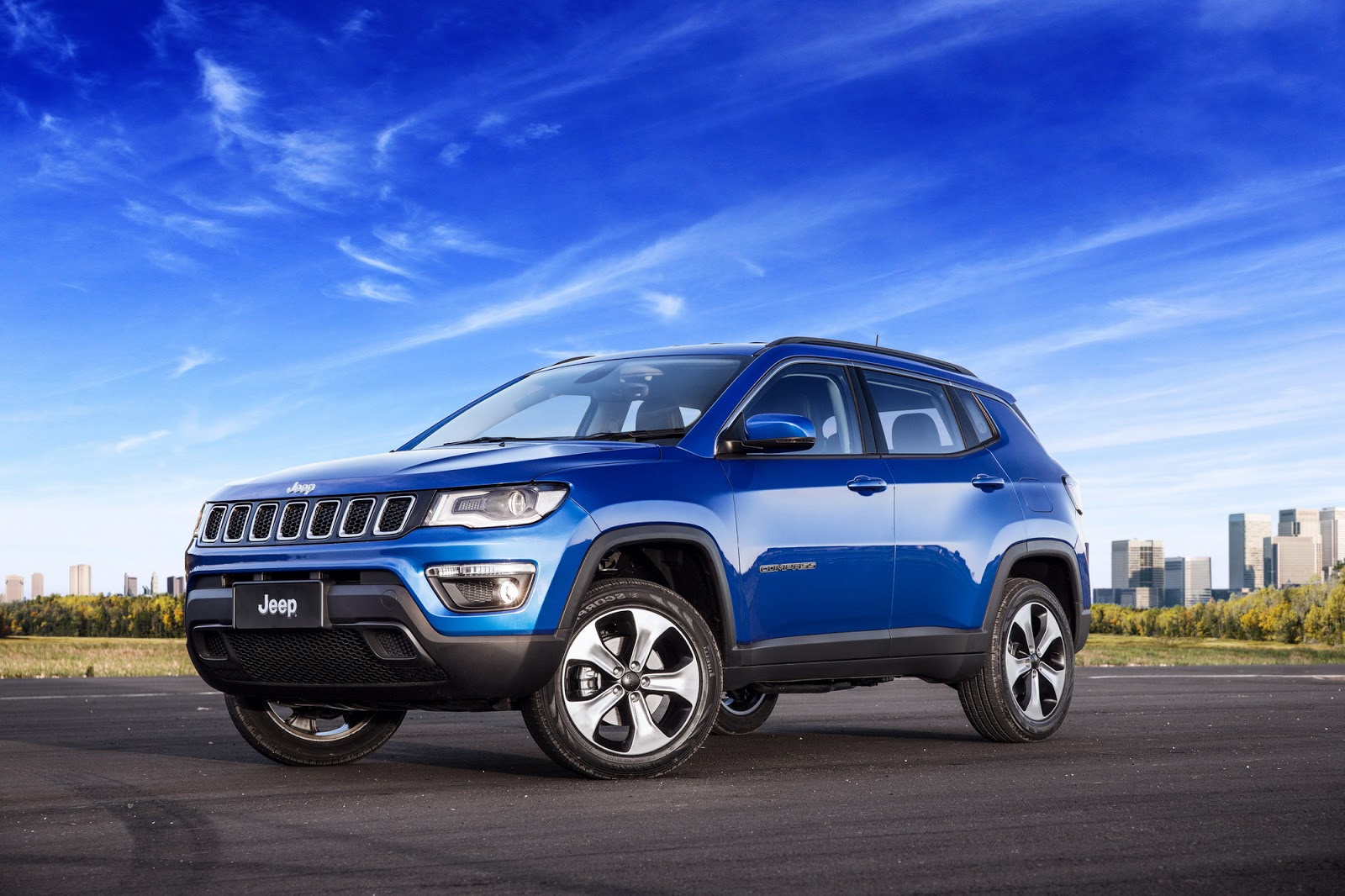 2017 jeep compass poses for the camera in all trim levels autoevolution. Black Bedroom Furniture Sets. Home Design Ideas