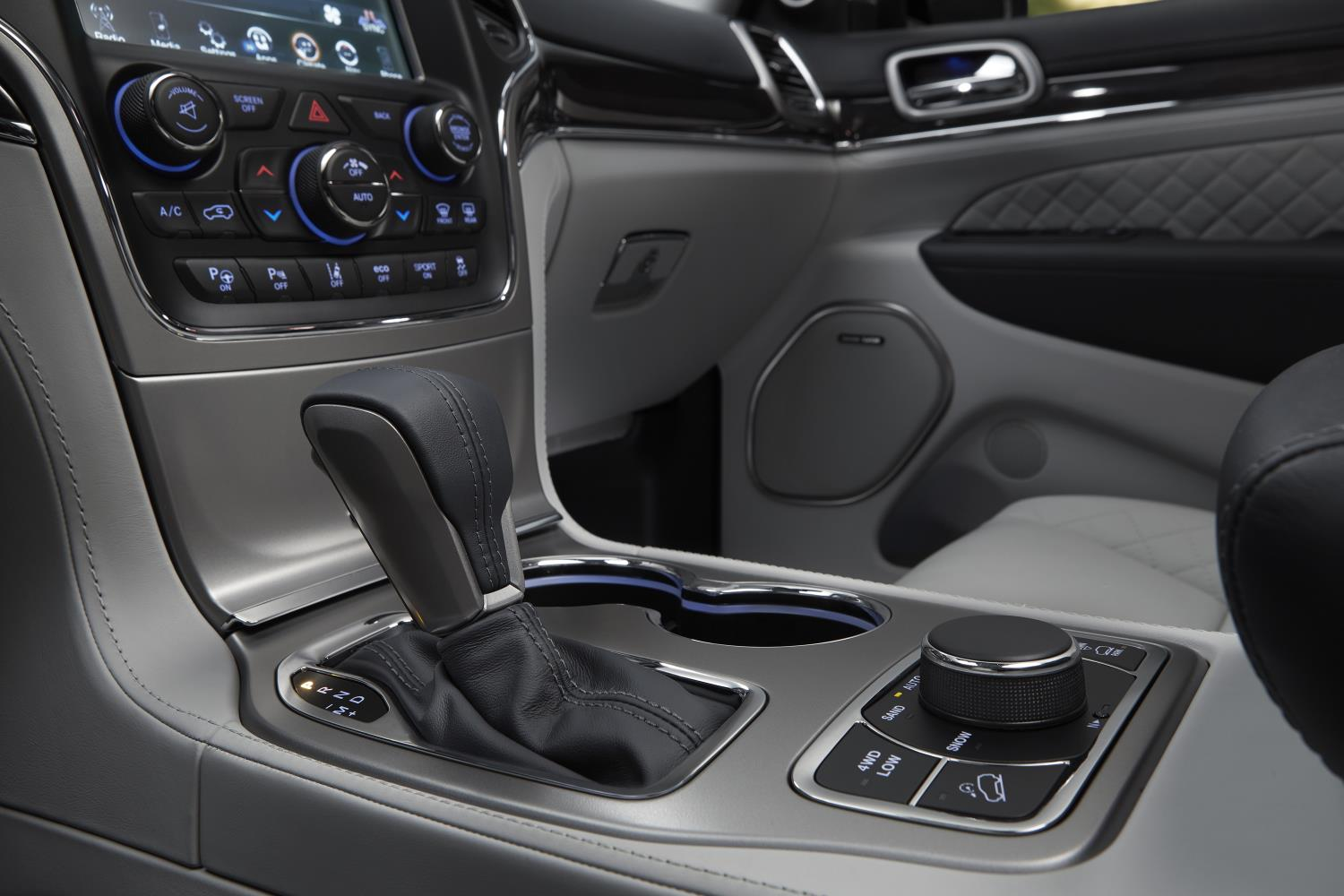 2015 Jeep Wrangler Inside >> 2017 Jeep Grand Cherokee Trailhawk and Updated Summit Launch in New York - autoevolution
