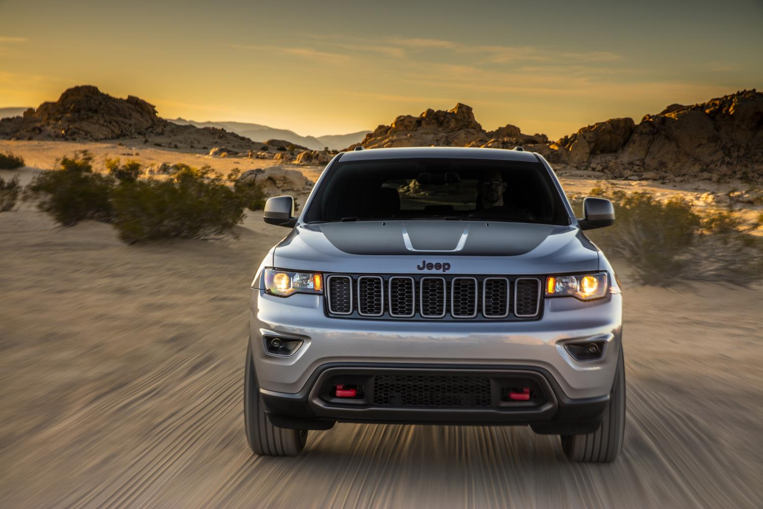 2017 jeep grand cherokee trailhawk and updated summit launch in new york autoevolution. Black Bedroom Furniture Sets. Home Design Ideas