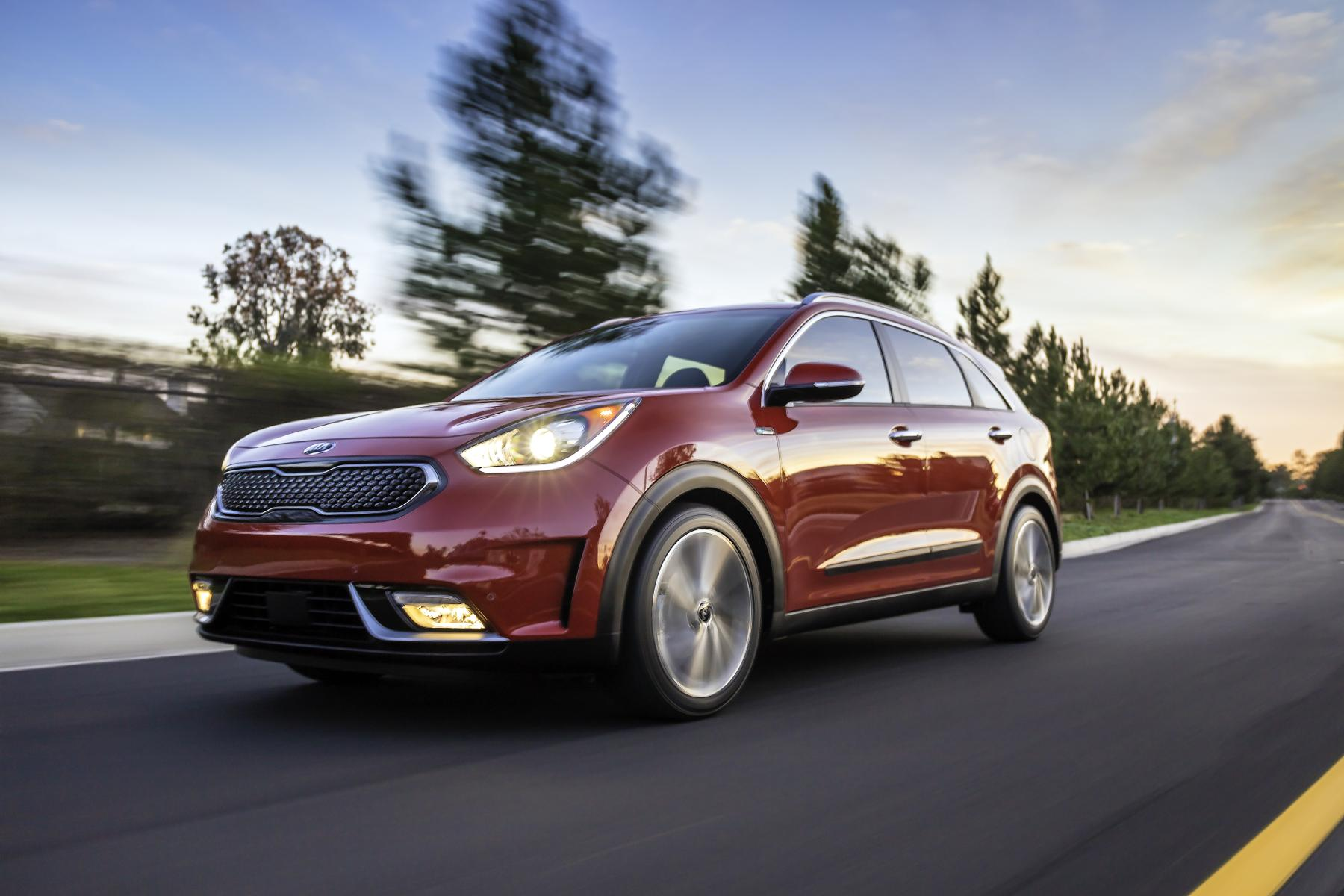 2017 kia niro hybrid unveiled with 1 6l engine and 50 mpg. Black Bedroom Furniture Sets. Home Design Ideas