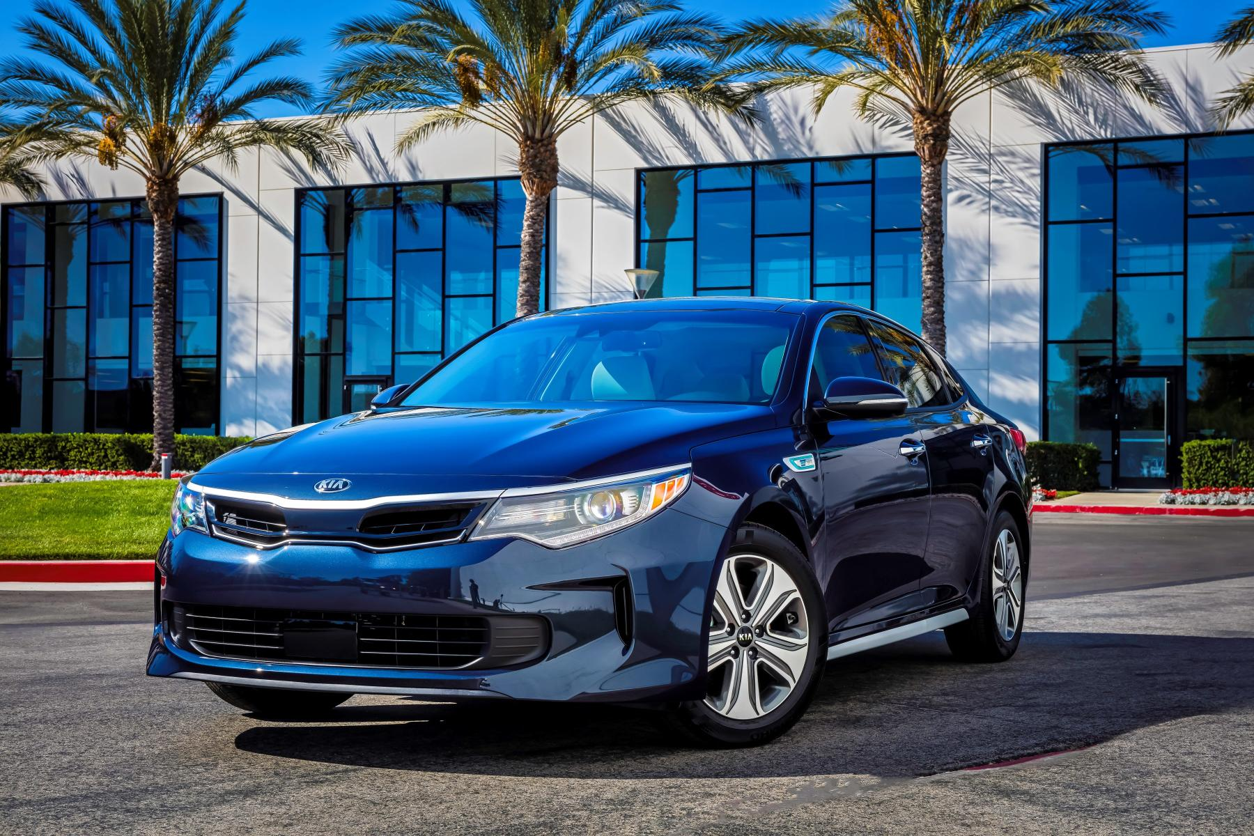 2017 kia optima hybrid unveiled with more compact battery. Black Bedroom Furniture Sets. Home Design Ideas