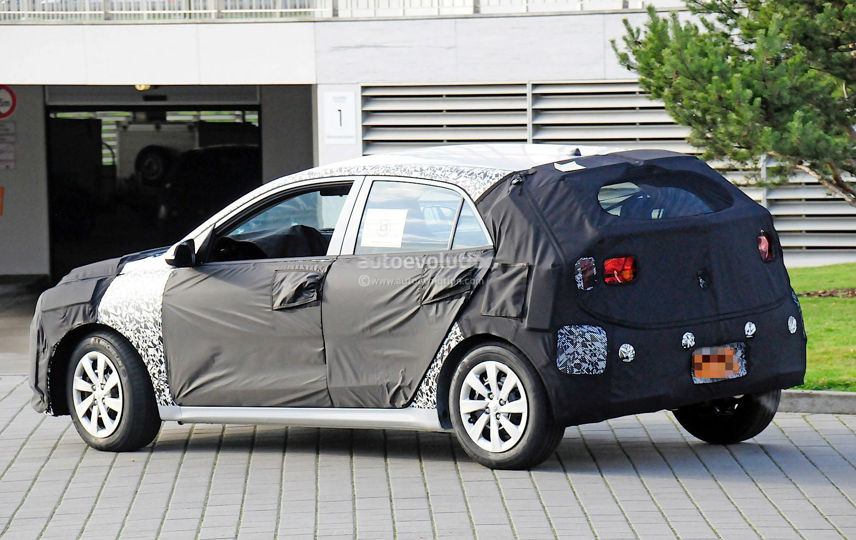 UPDATE: 2017 Kia Picanto Teased, Looks All Grown Up For a City Car