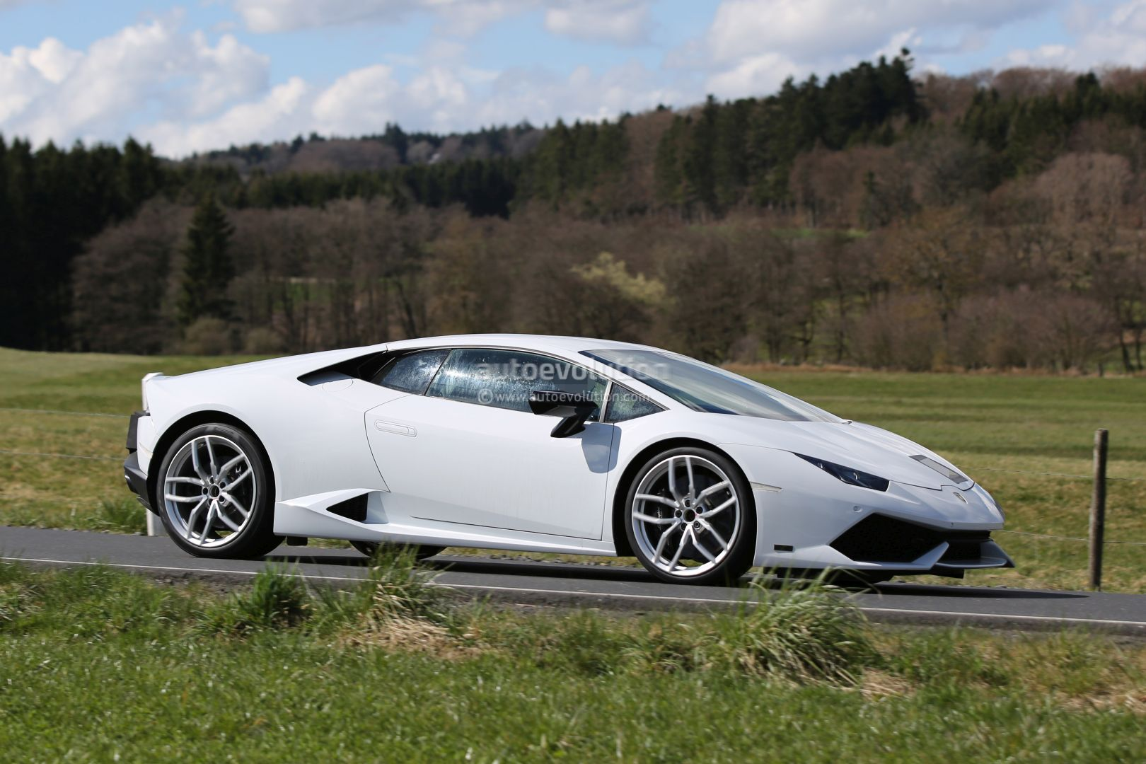 2017 lamborghini huracan superleggera spied shows new gt3 inspired exhaust tips autoevolution. Black Bedroom Furniture Sets. Home Design Ideas