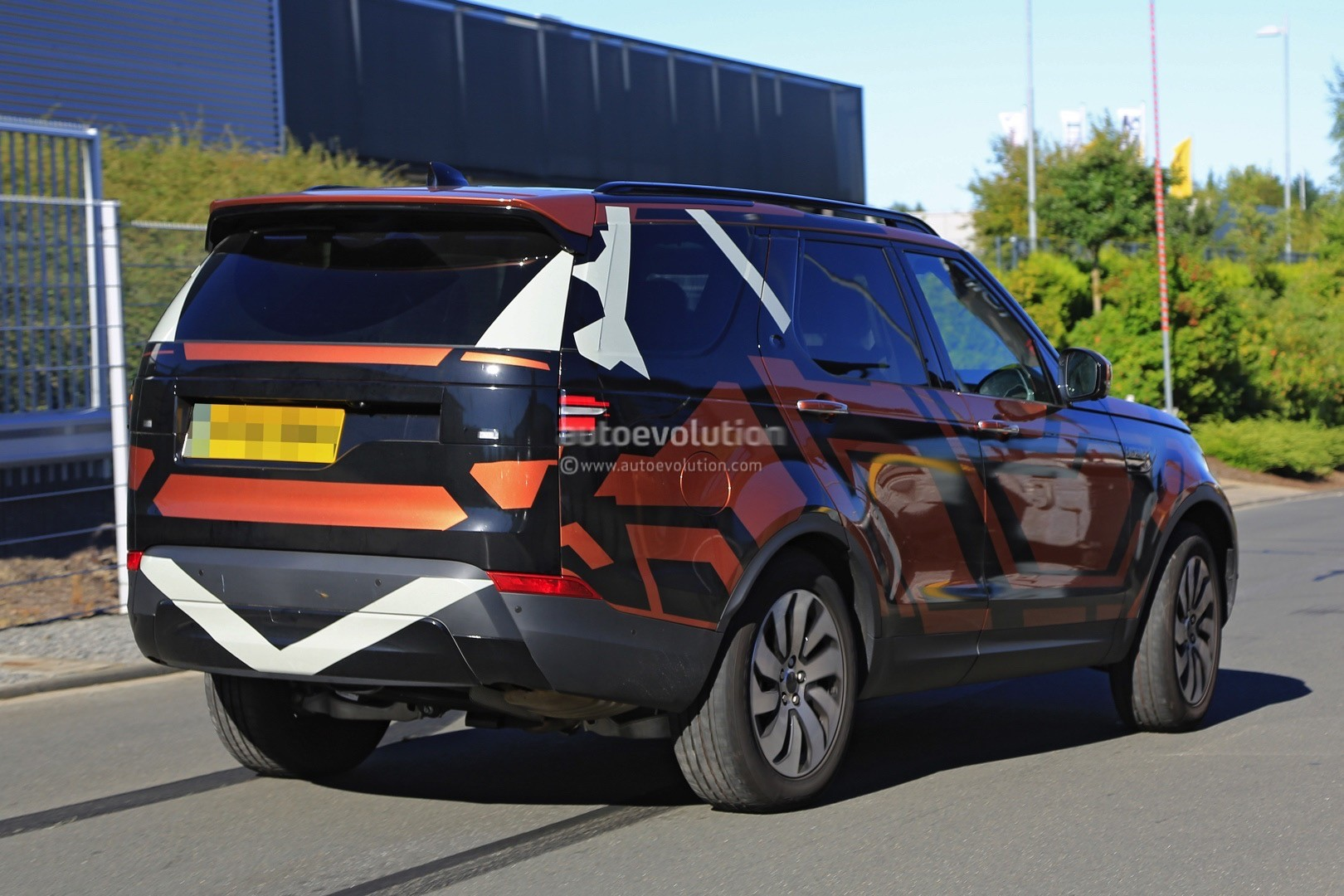 2017 Land Rover Discovery 5 2018 Land Rover Lr5 Spied