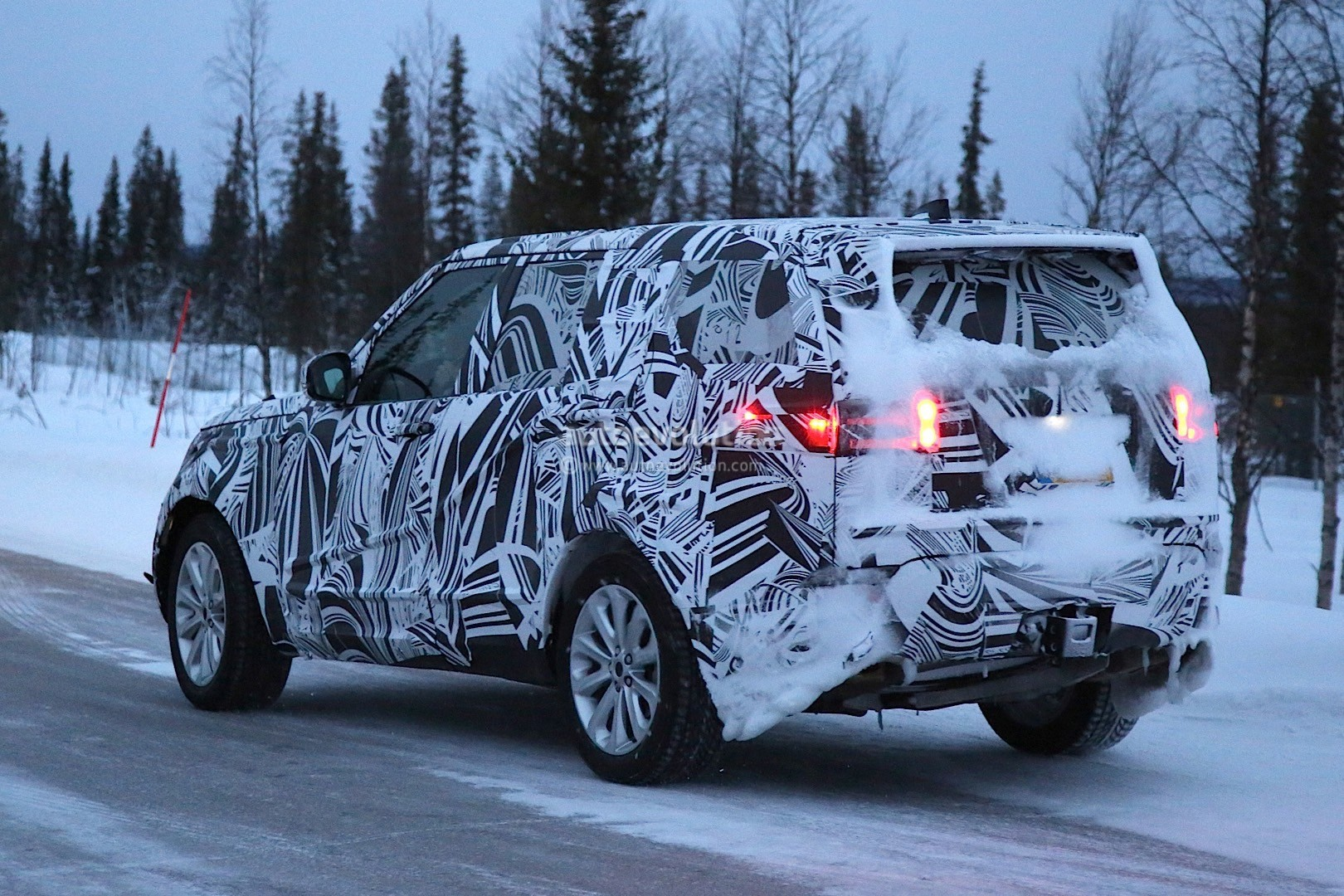 Range Rover Freelander 2016 >> 2017 Land Rover Discovery Camouflages Even Better During Winter Testing - autoevolution