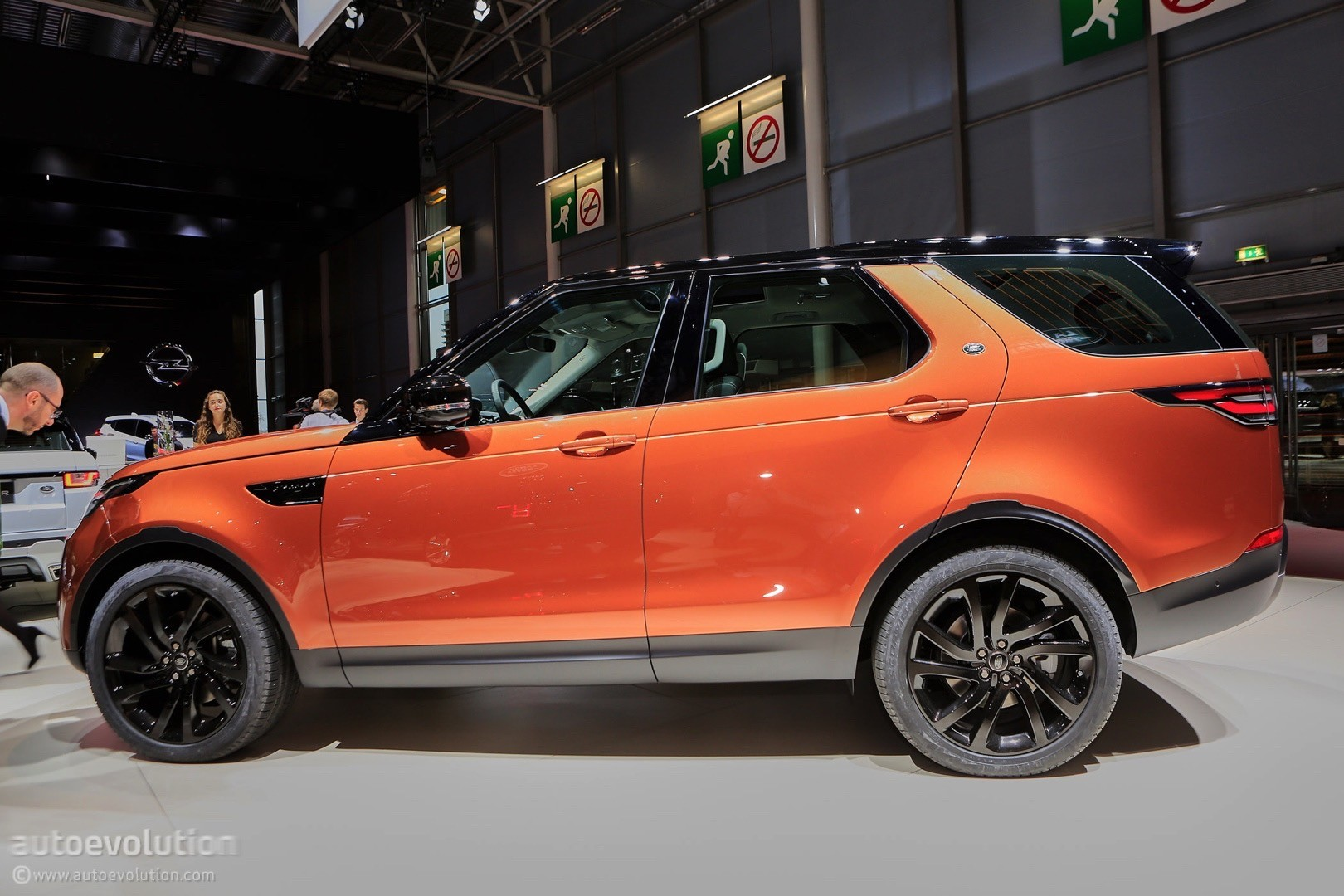 Land Rover Discovery Starts Rolling Into UK Dealer Lots - Land rover discovery dealer