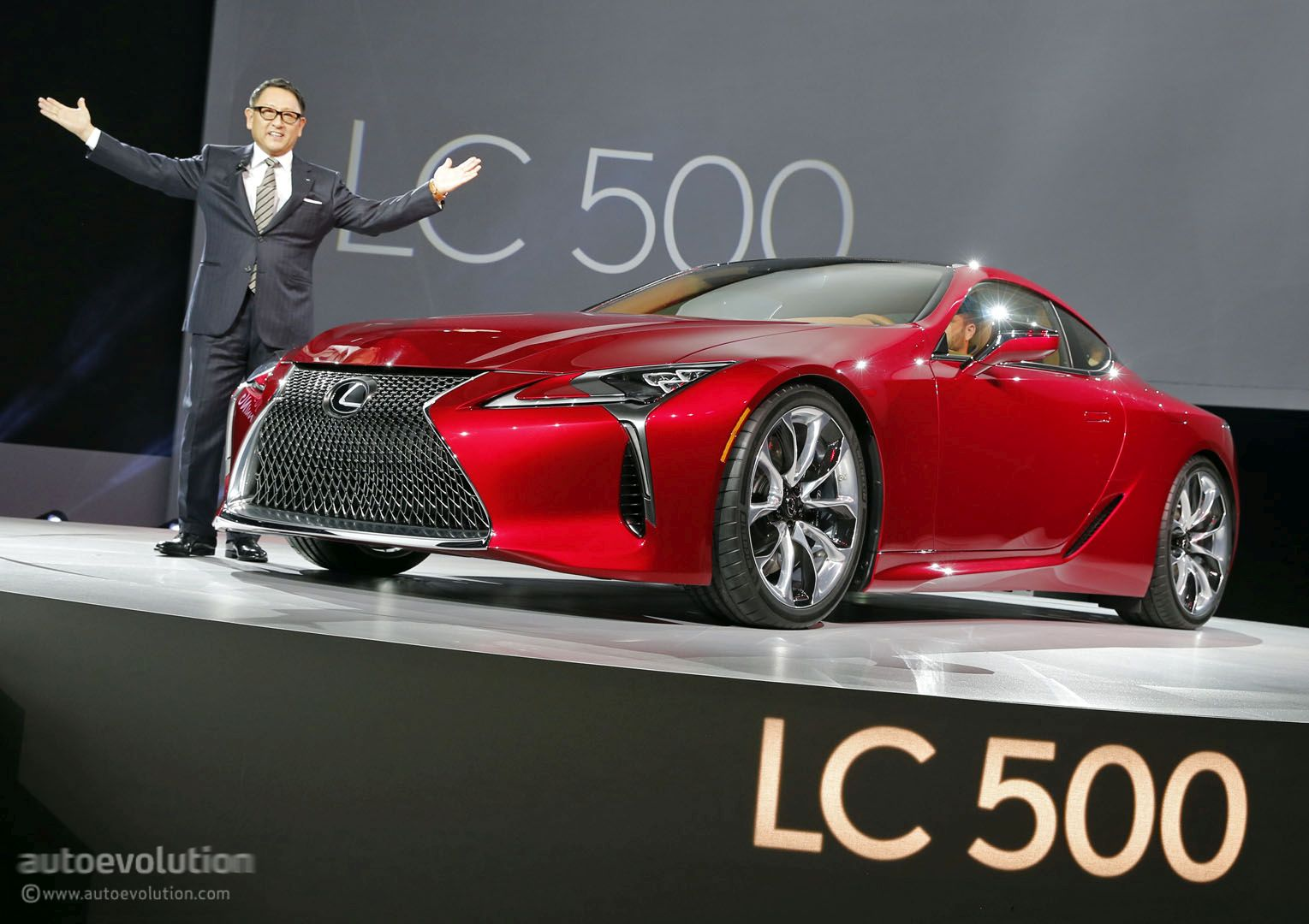 https://s1.cdn.autoevolution.com/images/news/gallery/2017-lexus-lc-500-hunts-down-mercedes-s-class-coupe-in-detroit-live-photos_1.jpg
